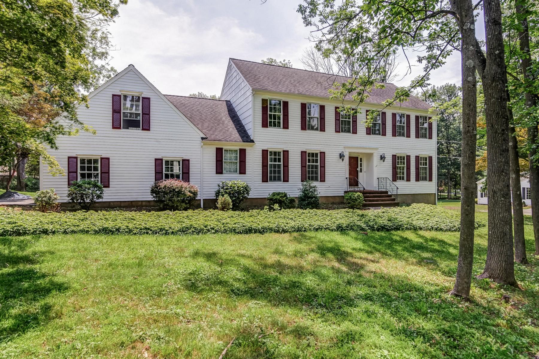 Casa Unifamiliar por un Venta en Desirable Neighborhood 6 Kensington Road Basking Ridge, Nueva Jersey, 07920 Estados Unidos