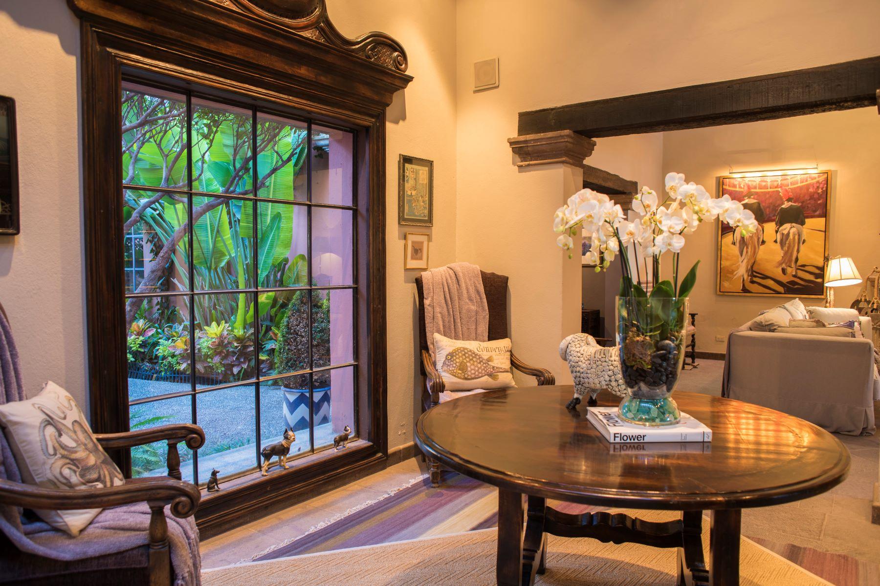 Additional photo for property listing at CASA CINCO LEONES Centro, San Miguel De Allende, Guanajuato Mexico