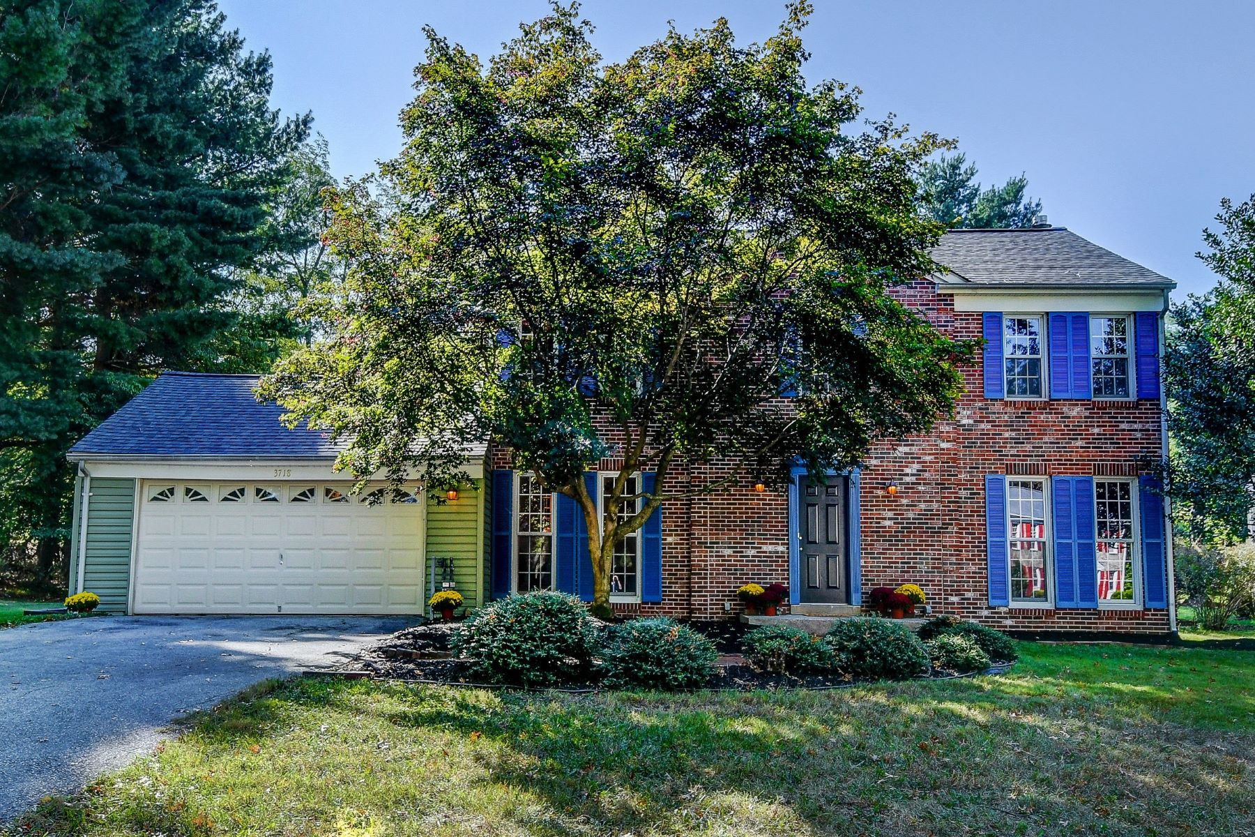 Single Family Homes for Sale at Spacious Centennial Area Colonial 3718 Restmor Knoll Ellicott City, Maryland 21042 United States