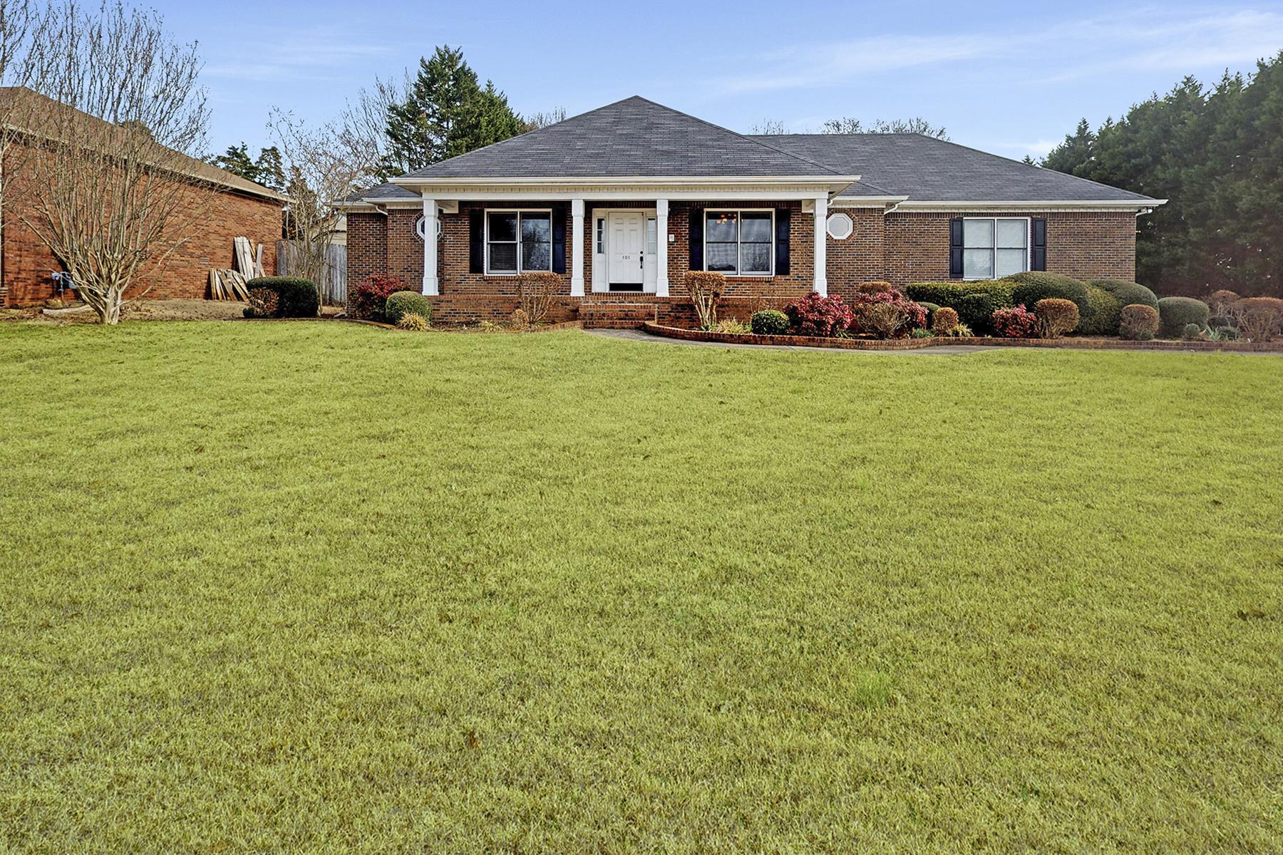 Single Family Homes por un Venta en 101 Lawson Wall Drive Huntsville, Alabama 35806 Estados Unidos