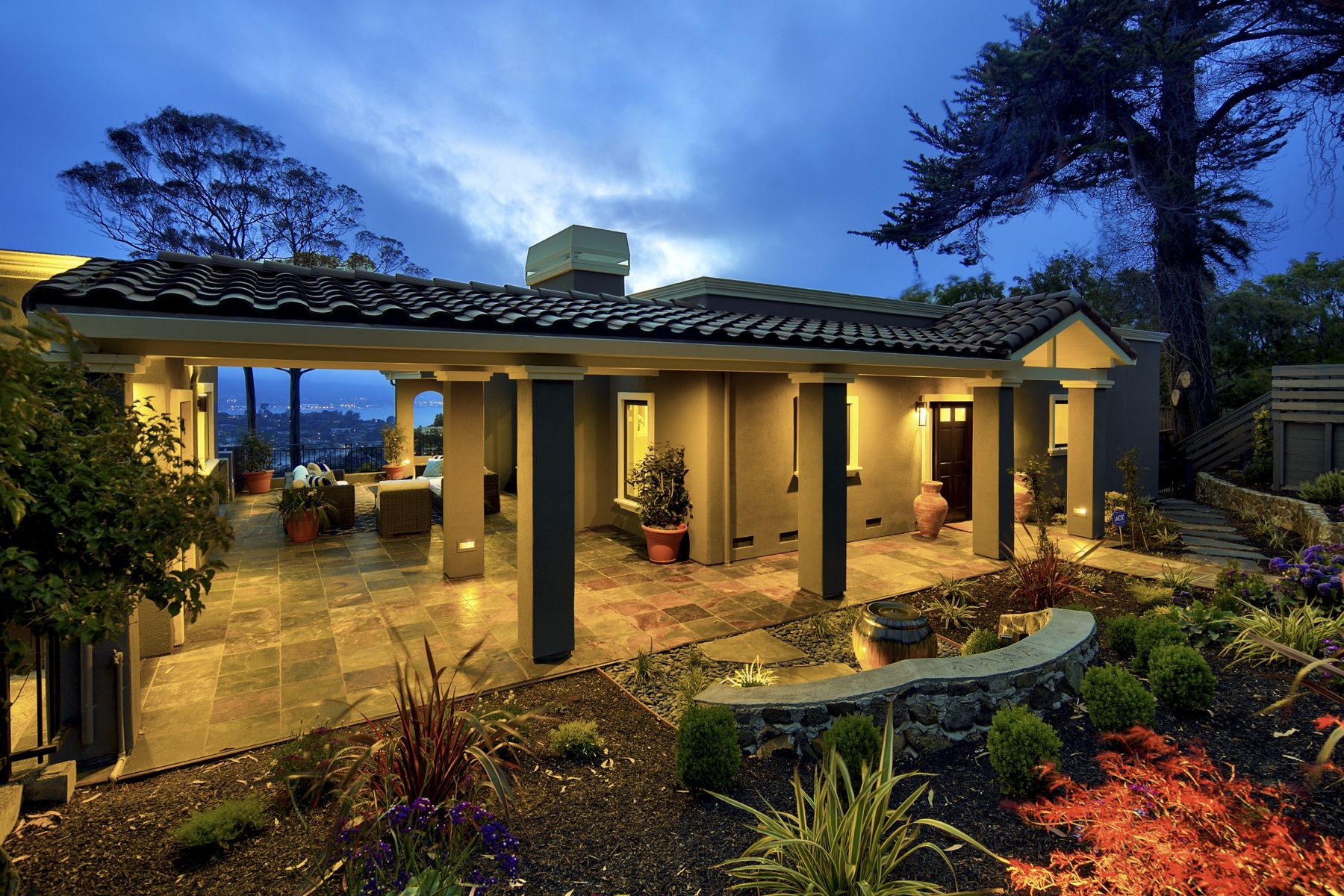 واحد منزل الأسرة للـ Sale في Unsurpassed Stunning Renovation! 1830 Mountain View Dr Tiburon, California 94920 United States