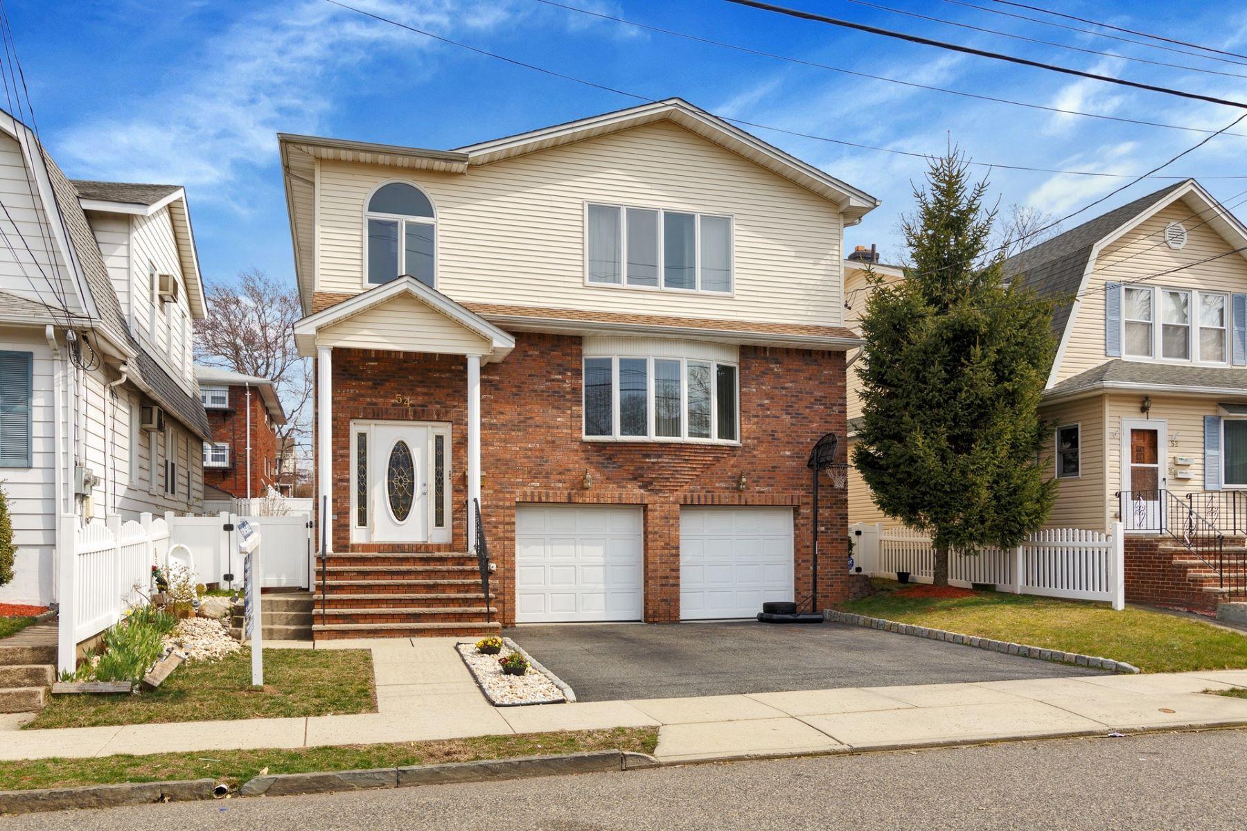 Maison avec plusieurs logements pour l Vente à Absolutely Amazing! 54 Devon St, North Arlington, New Jersey 07031 États-Unis