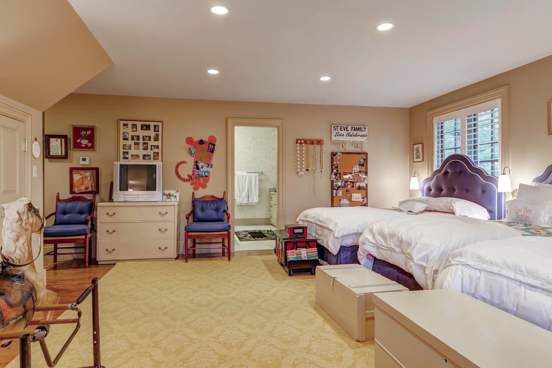 Additional photo for property listing at Fair Oaks Dr 28 Fair Oaks Dr Ladue, Missouri 63124 United States