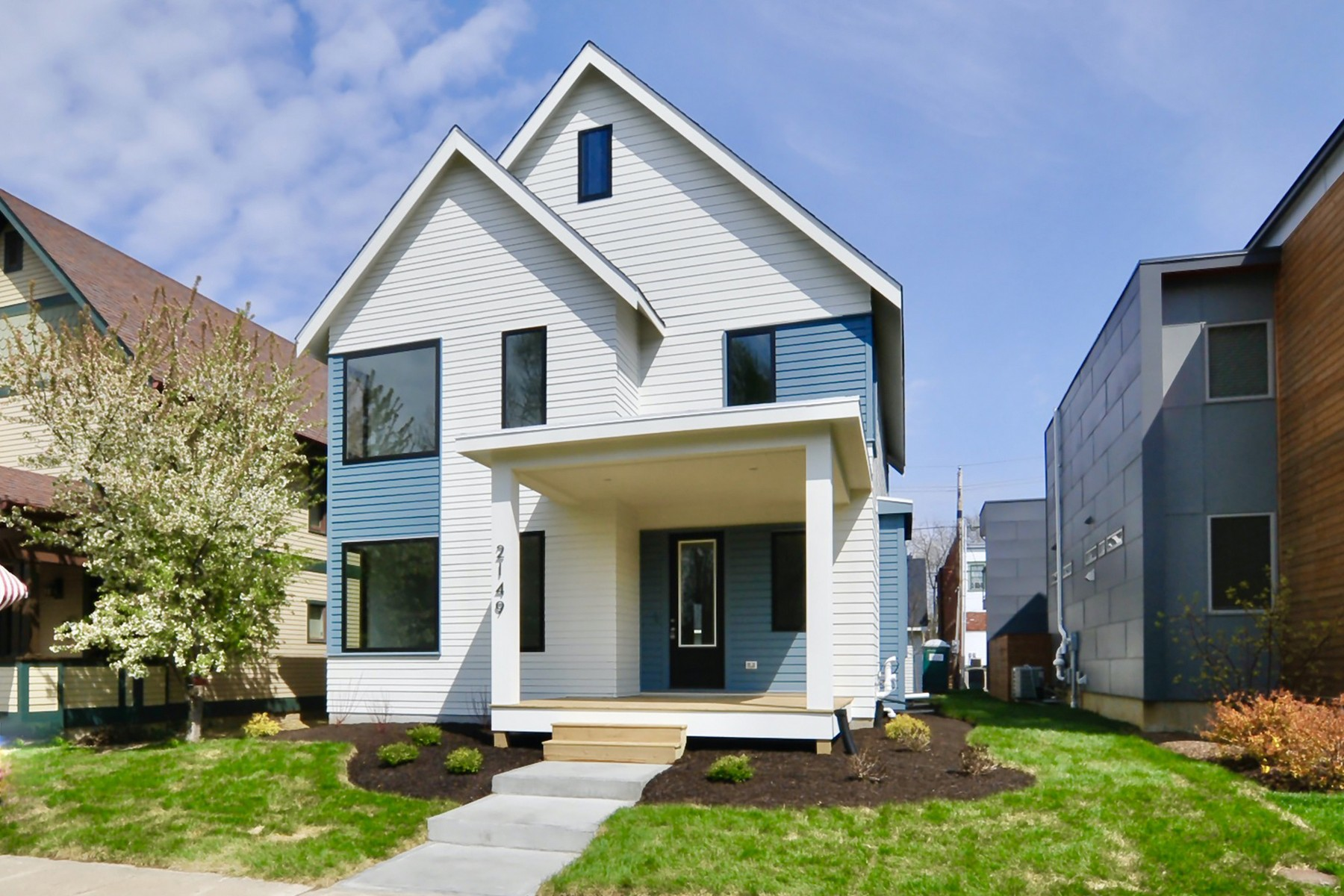 Single Family Homes 为 销售 在 Contemporary-Styled New Construction 2149 North Pennsylvania Street 印第安纳波利斯, 印第安纳州 46202 美国