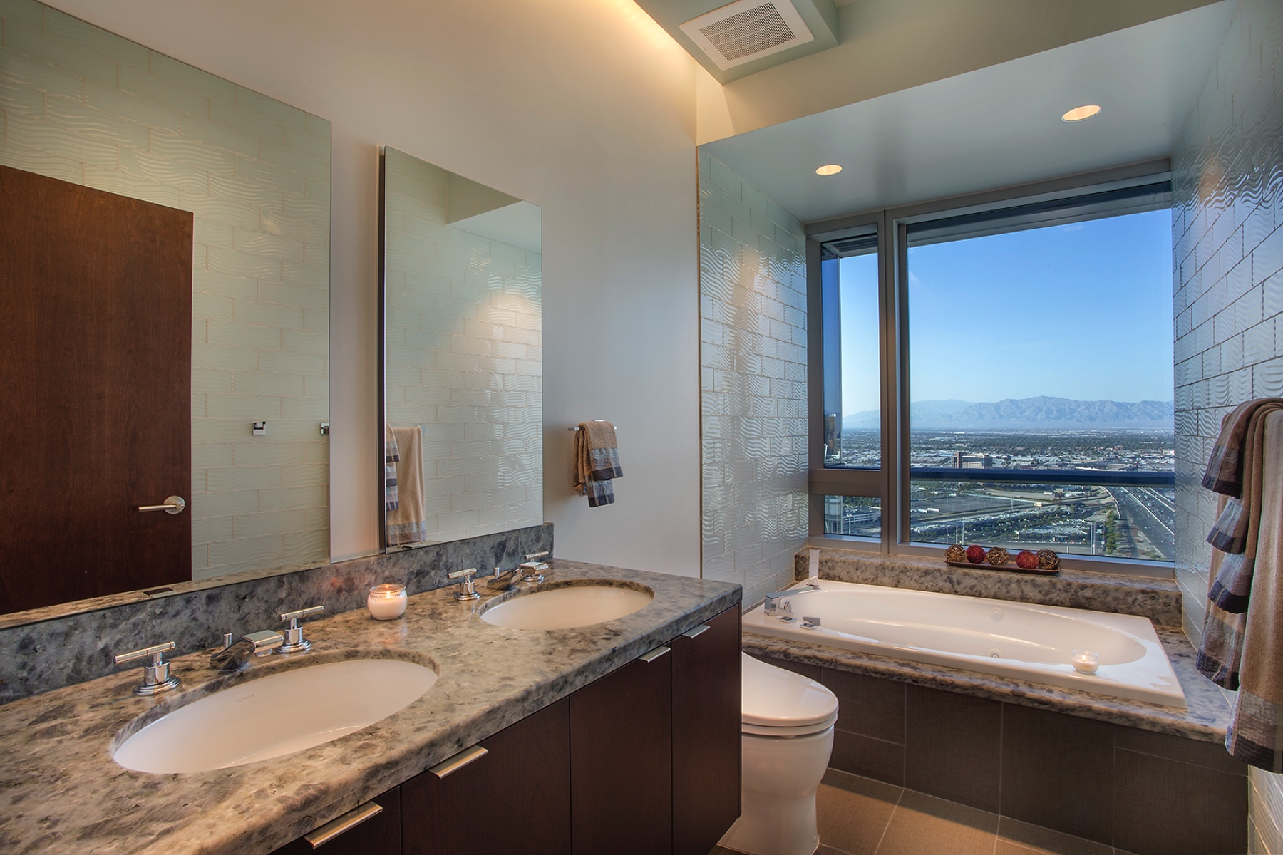 Additional photo for property listing at The Sky-Estate Penthouse at The Martin, Las Vegas 4471 Dean Martin Dr, 4308 Las Vegas, Nevada 89103 United States