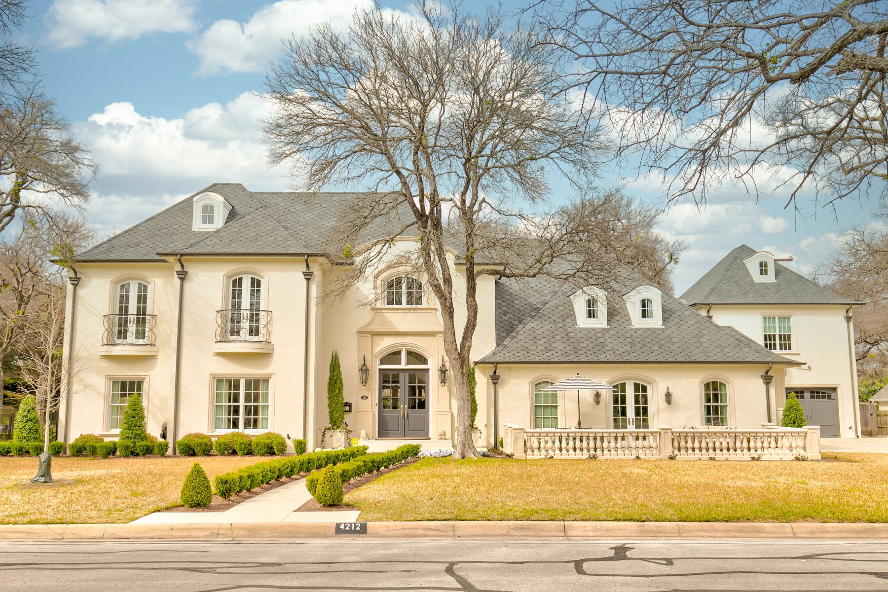 Single Family Homes por un Venta en Overton Park Masterpiece 4212 Tanbark Trail Fort Worth, Texas 76109 Estados Unidos