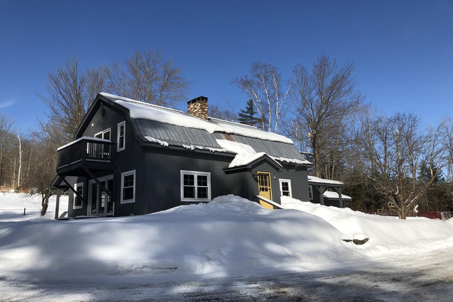 Single Family Home for Sale at Lovely Gambrel - Very Private 2402 Simonsville Rd Andover, Vermont 05143 United States