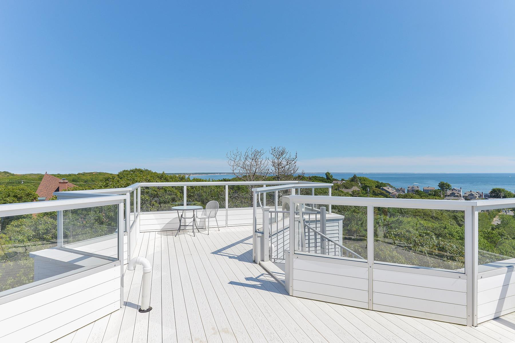 Additional photo for property listing at Contemporary Water View Home 14 Thistlemore Road Provincetown, Massachusetts 02657 Estados Unidos