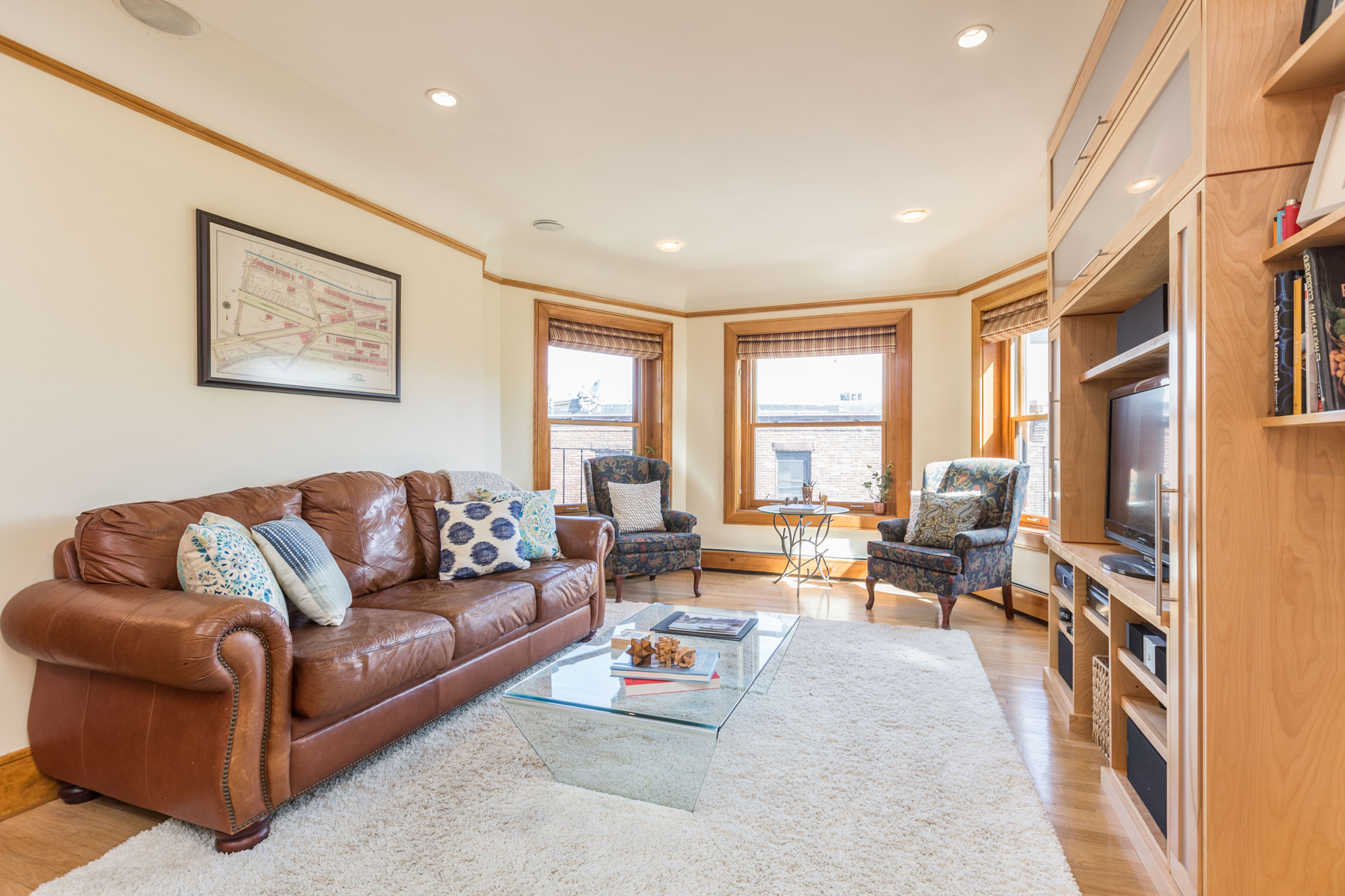 Condominio per Vendita alle ore Beautiful Renovated Penthouse In Gorgeous Brownstone 465 Commonwealth Avenue Unit 8E Back Bay, Boston, Massachusetts, 02215 Stati Uniti