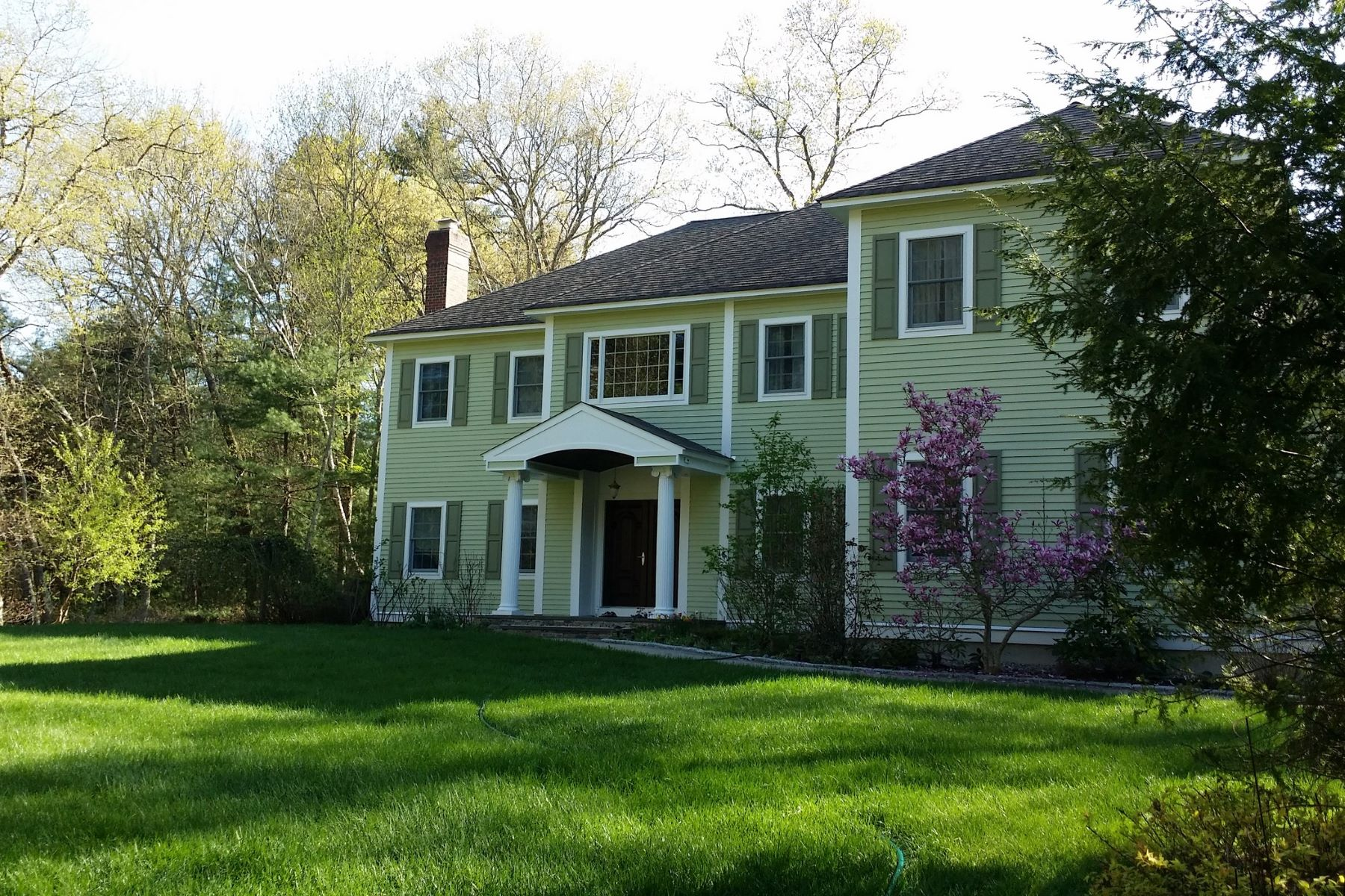 Maison unifamiliale pour l Vente à Coveted Neighborhood 65 Hutchins Road Carlisle, Massachusetts, 01741 États-Unis