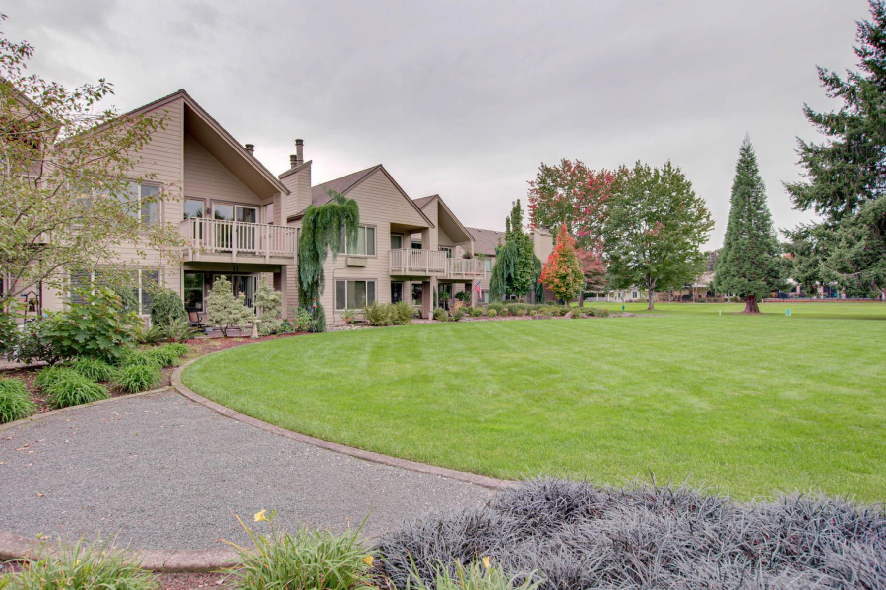 Condominiums for Sale at 2606 SE Baypoint Drive #21 2606 SE Baypoint Dr #21 Vancouver, Washington 98683 United States