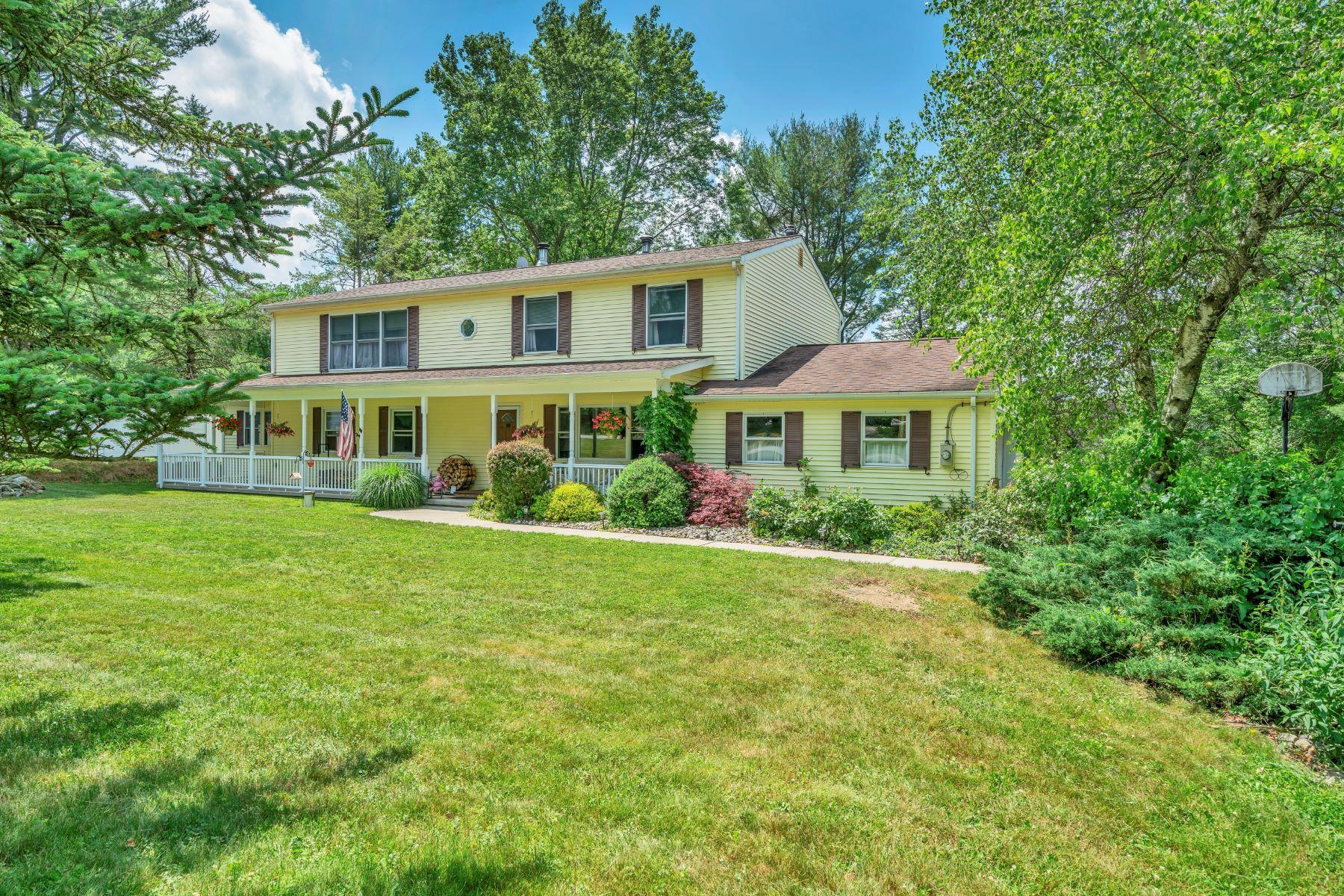 Single Family Homes för Försäljning vid Lovely Center Hall Colonial 19 Kim Lane, Long Valley, New Jersey 07853 Förenta staterna