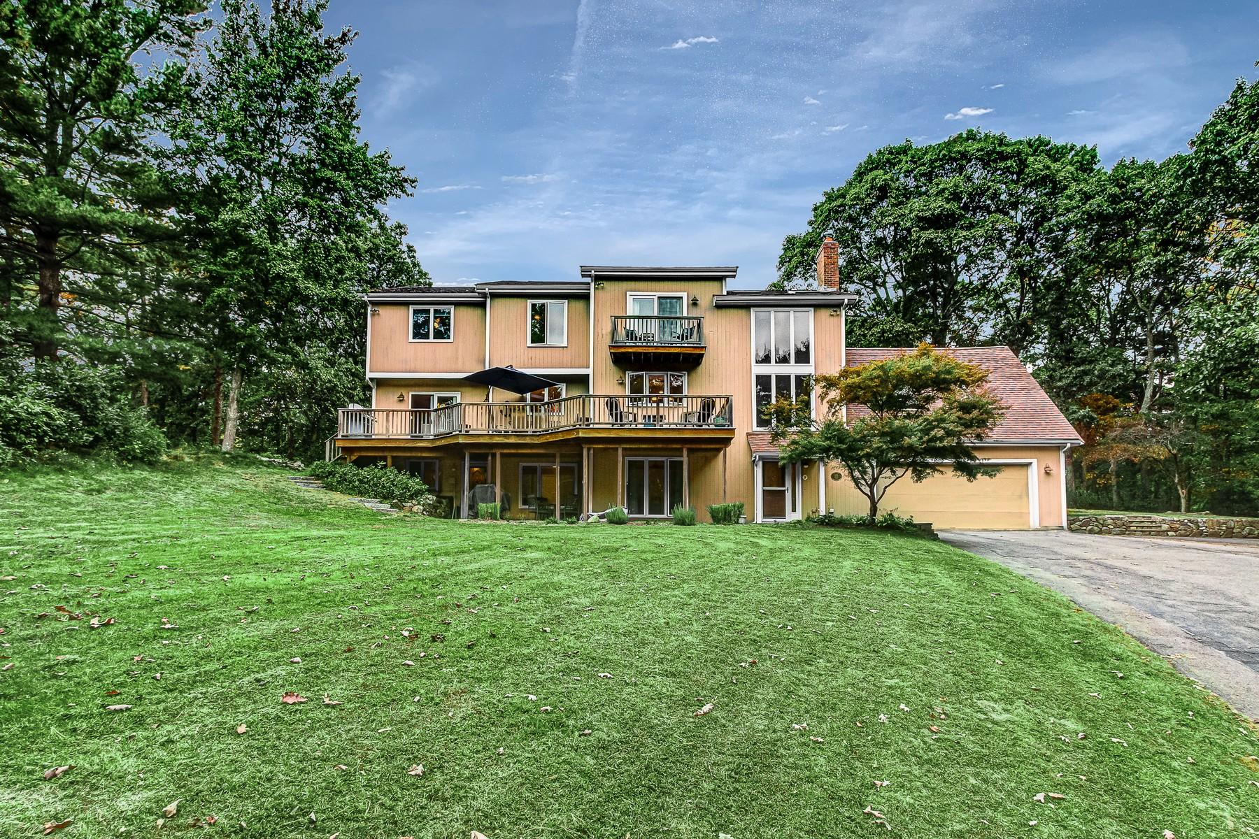 Single Family Homes 为 销售 在 High-Quality Custom Contemporary Home 9 Arrowhead Lane 富兰克林, 马萨诸塞州 02038 美国