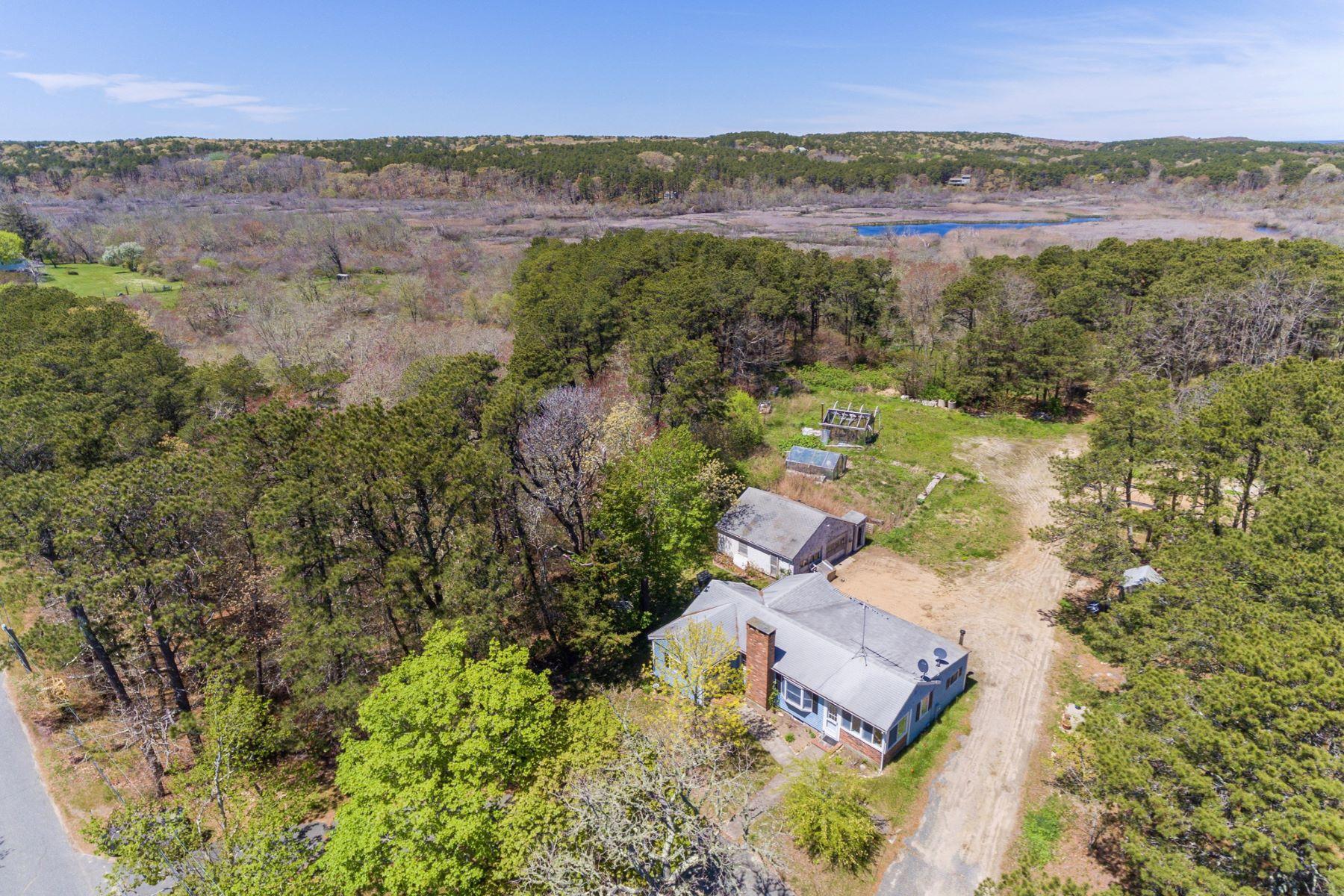 Single Family Homes por un Venta en Private ranch 82 South Pamet Road North Truro, Massachusetts 02666 Estados Unidos