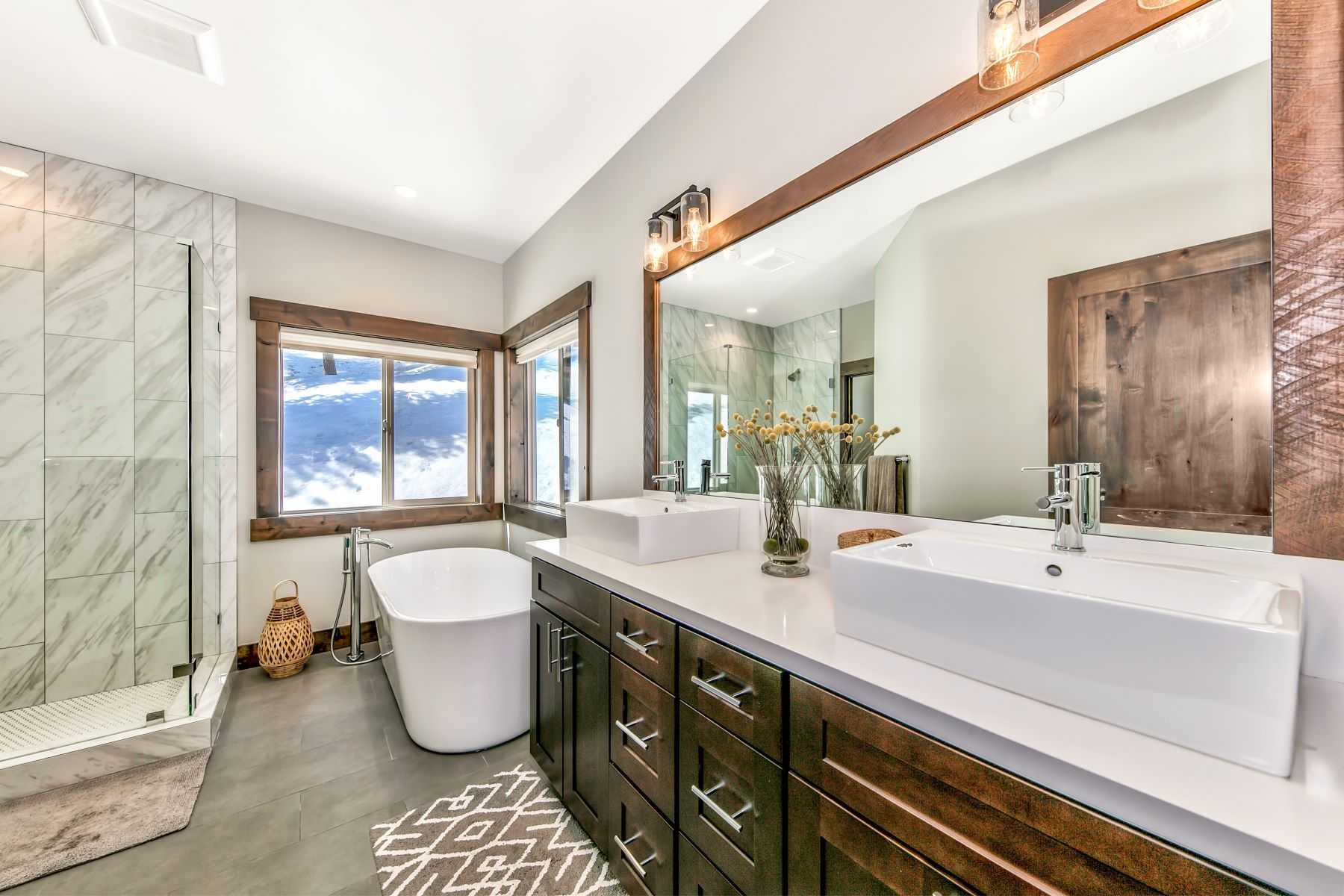 Additional photo for property listing at Magnificent Tahoe Donner Home 14204 Skislope Way 特拉基, 加利福尼亚州 96161 美国