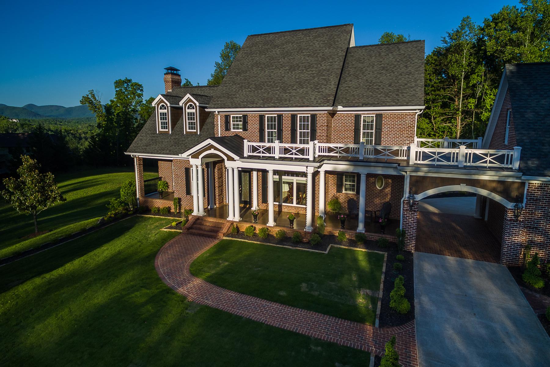 Maison unifamiliale pour l Vente à Striking Gold In Dahlonega Georgia Mountains 956 McDonald Road Dahlonega, Georgia, 30533 États-Unis