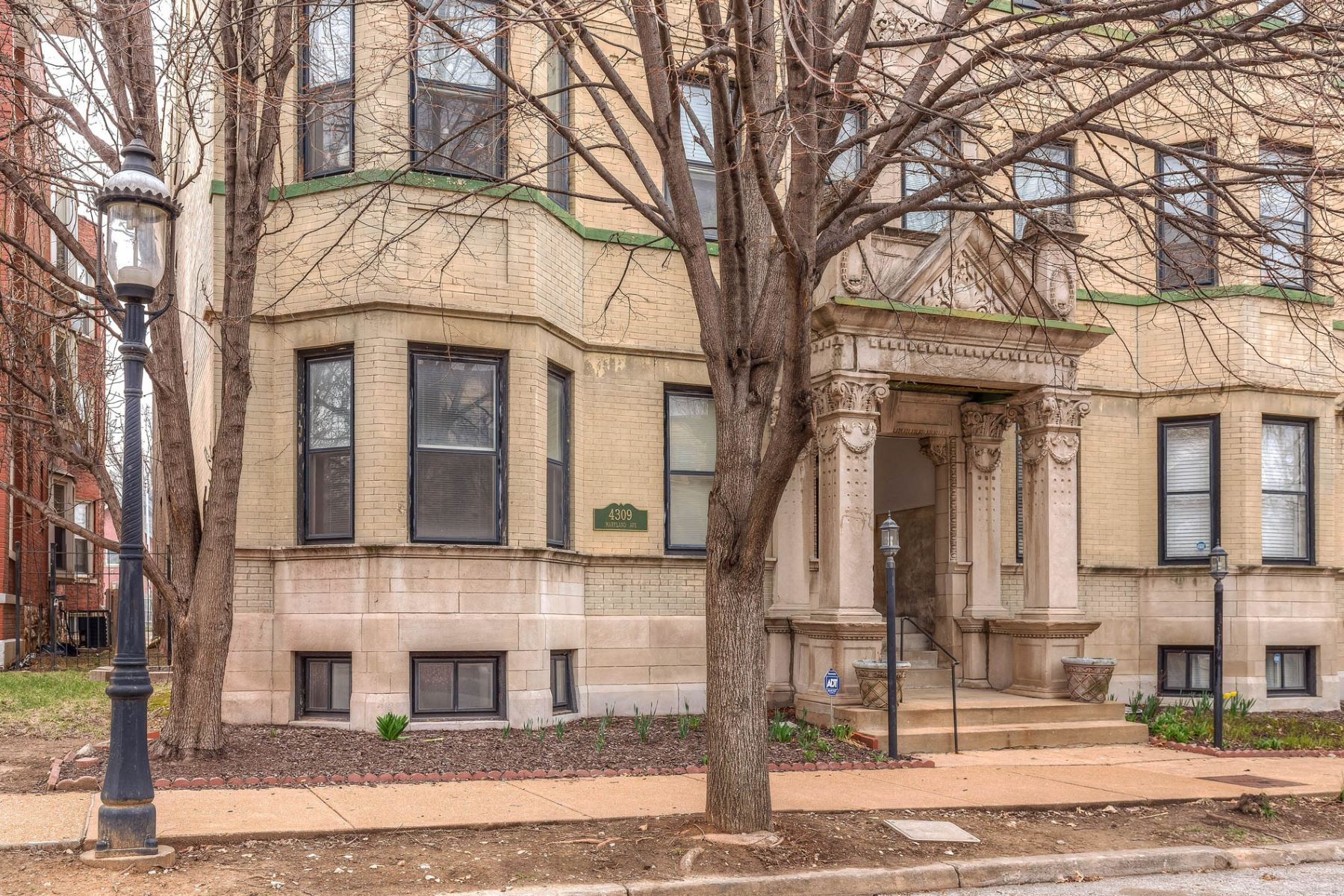 Condominium for Sale at Maryland Ave 4309 Maryland Ave # 2B St. Louis, Missouri 63108 United States