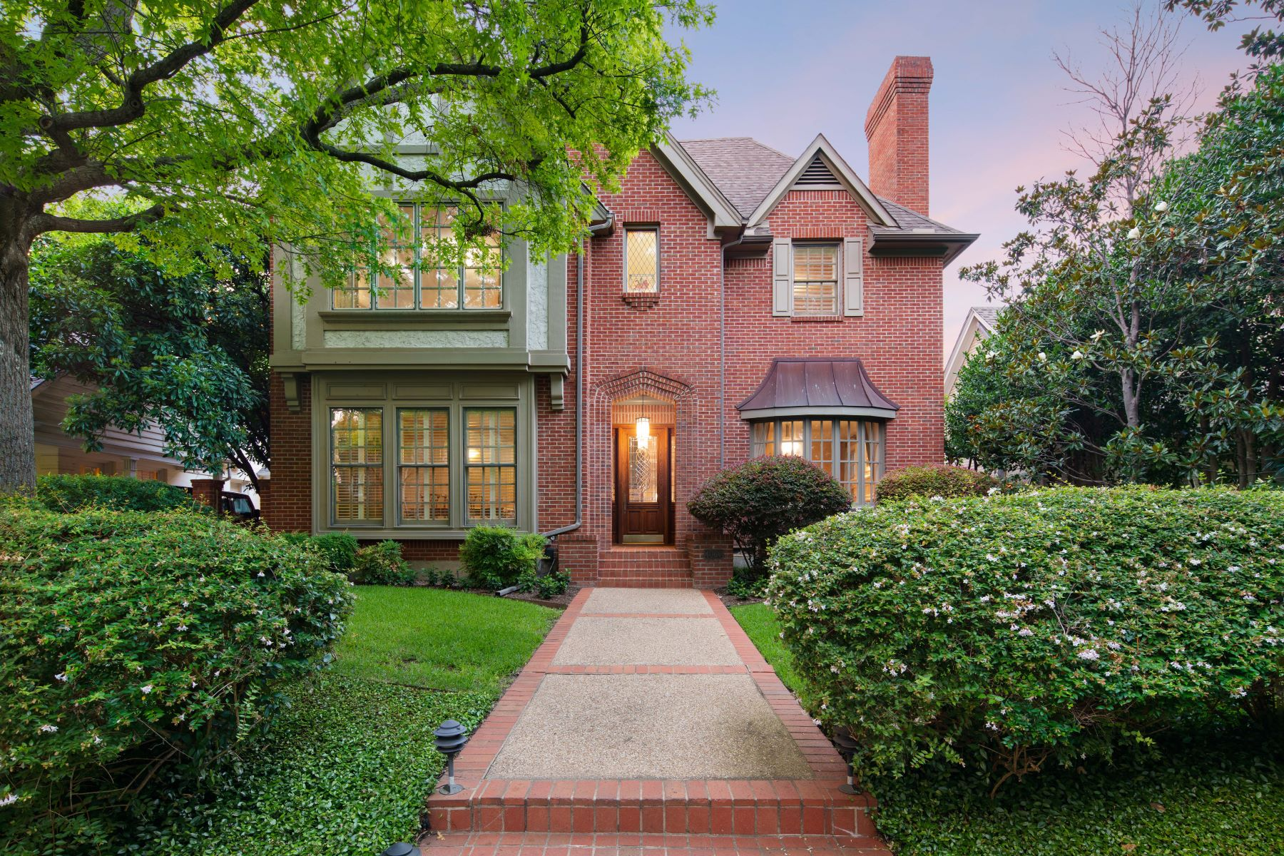 Single Family Homes for Sale at Stunning Traditional in University Park 4060 Amherst Avenue University Park, Texas 75225 United States