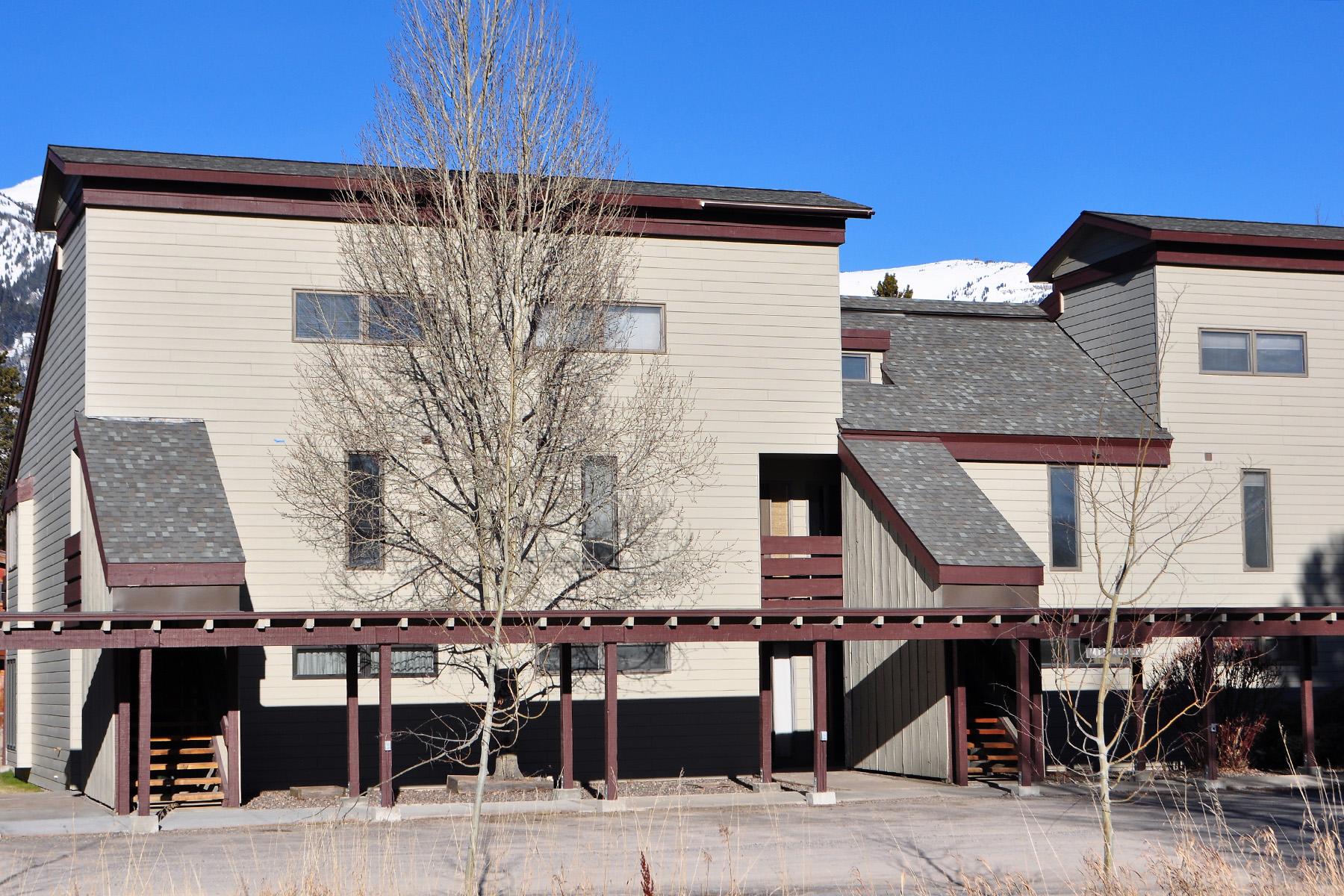 Кондоминиум для того Продажа на Ready for Update Aspens Two Bedroom 3685 North Teton Drive #823, Wilson, Вайоминг, 83014 Jackson Hole, Соединенные Штаты