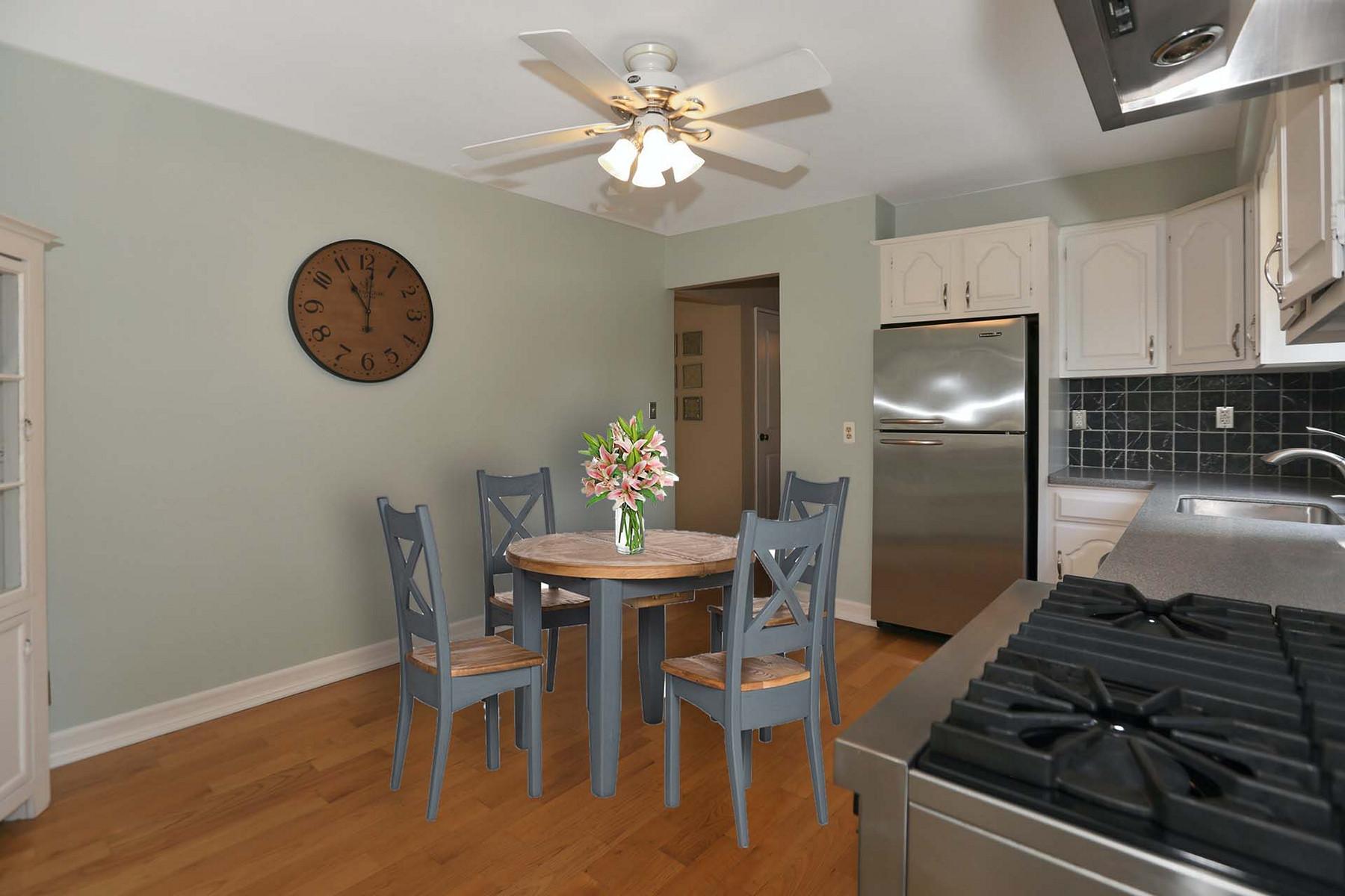 Single Family Homes 为 销售 在 Adorable Gem! 77 Knickerbocker Ave, 希尔斯代尔, 新泽西州 07642 美国