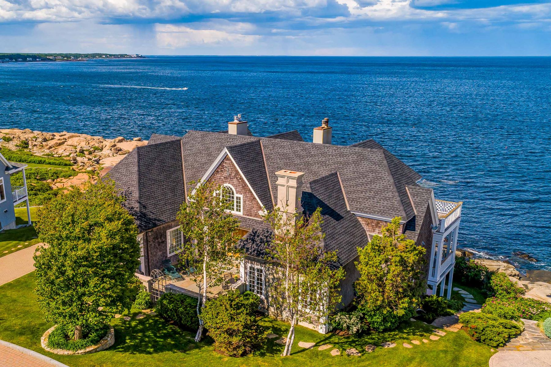 Single Family Homes للـ Sale في Grand Oceanfront Home at Lighthouse Watch 4 Lighthouse Watch, York, Maine 03909 United States