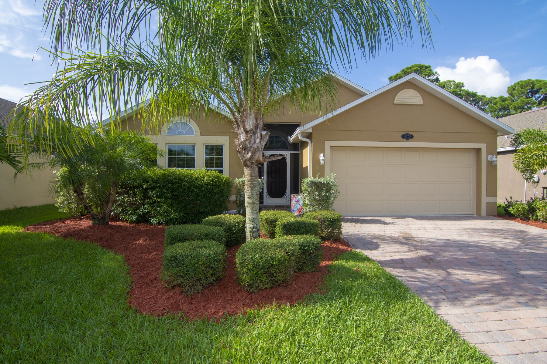 Single Family Homes for Sale at Marvelous Four Bedroom Home That Backs to Preserve Area 1303 Lexington Square SW Vero Beach, Florida 32962 United States
