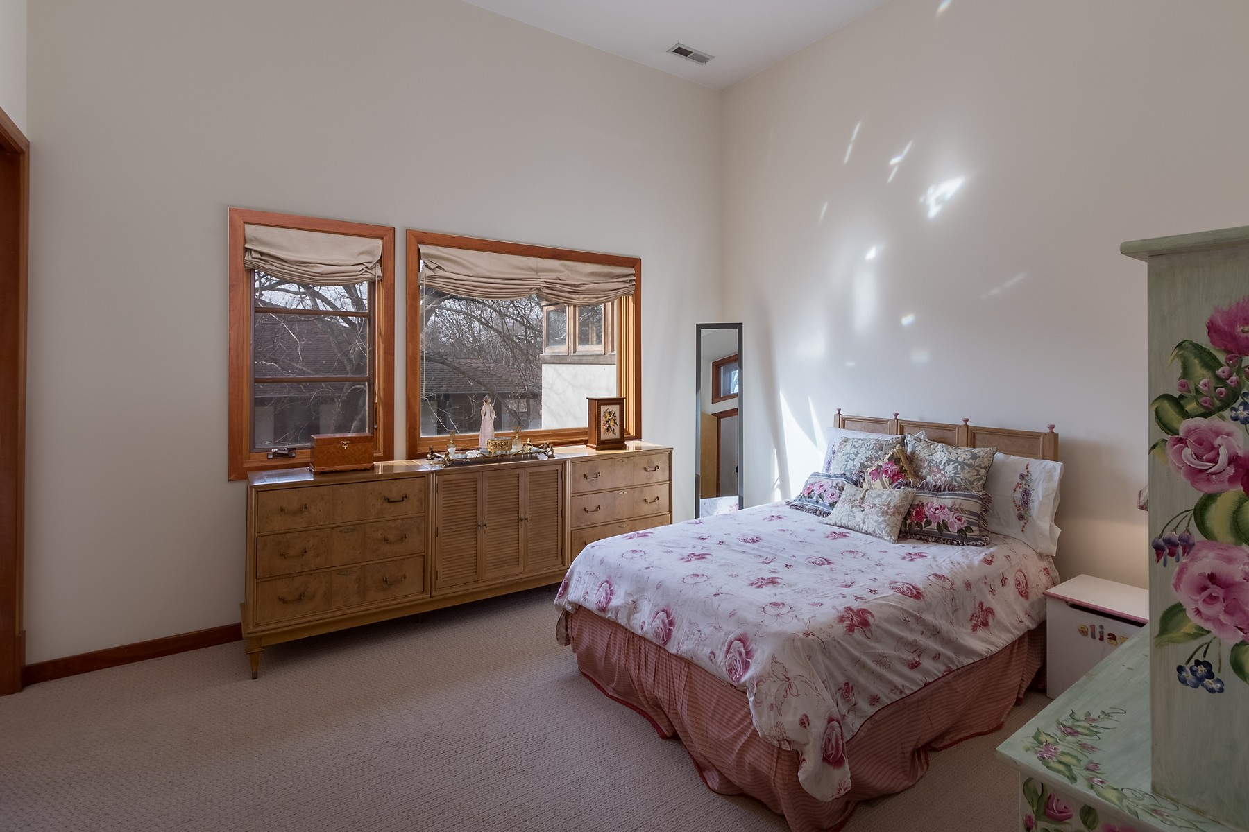 Additional photo for property listing at One of a Kind, Contemporary Wilmette Home 3221 Wilmette Avenue Wilmette, Illinois 60091 United States