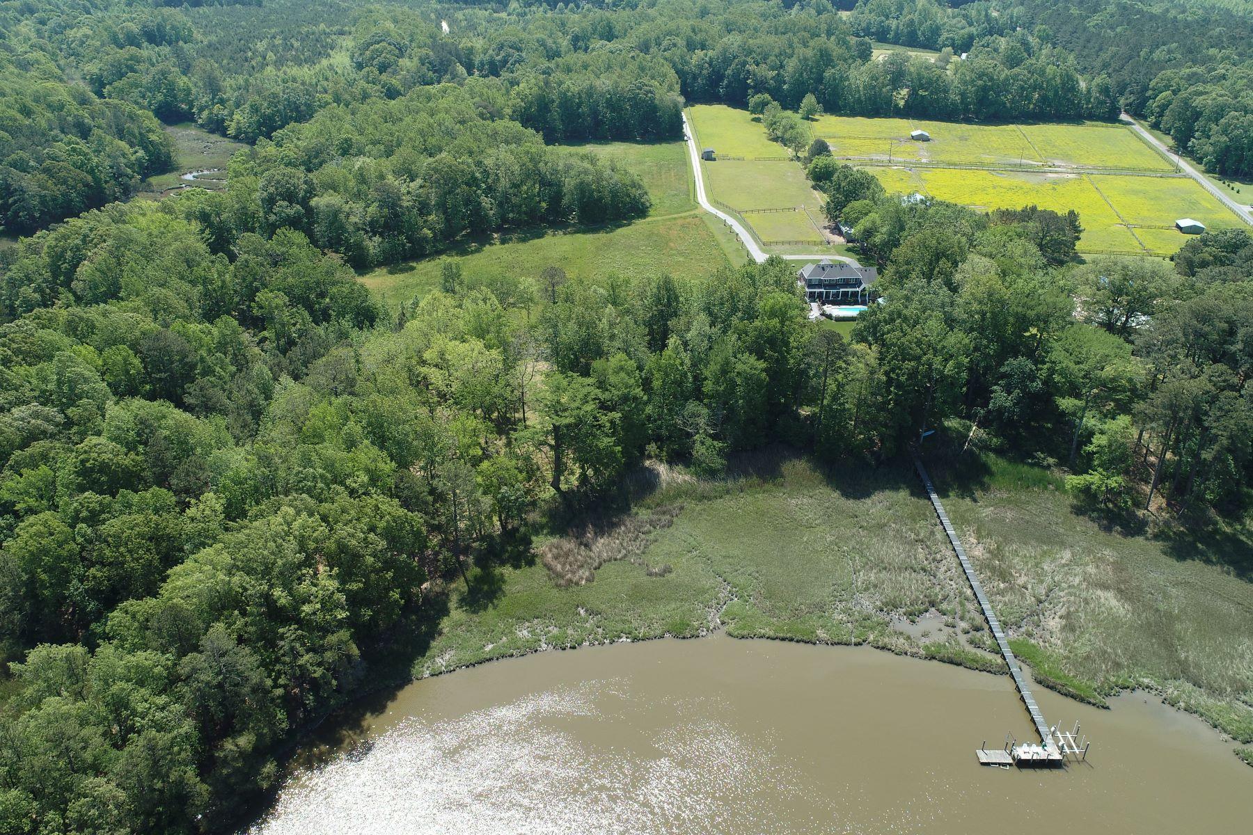 Terrain pour l Vente à Chuckatuck 6.78 AC Crittenden Rd Suffolk, Virginia 23432 États-Unis
