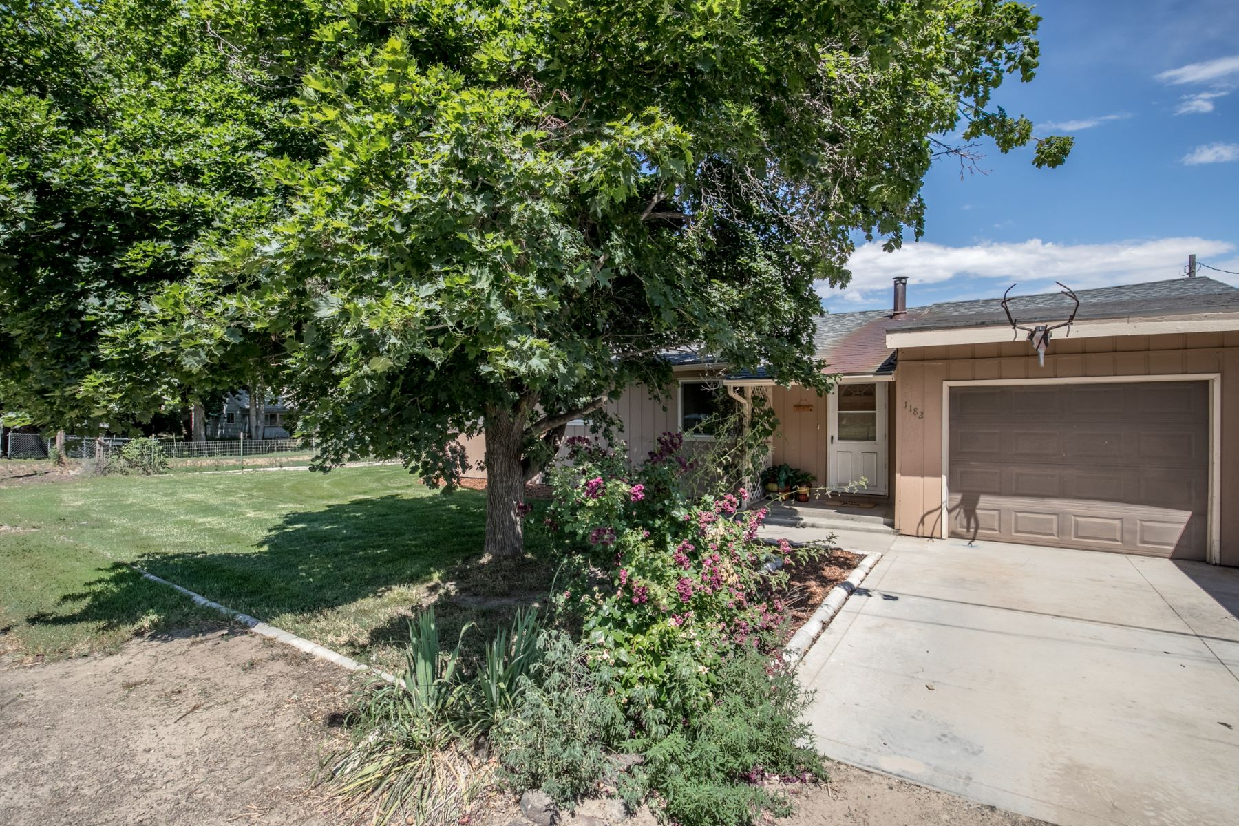 Single Family Homes for Active at 1182 10th E, Mountain Home 1182 S 10th E Mountain Home, Idaho 83647 United States