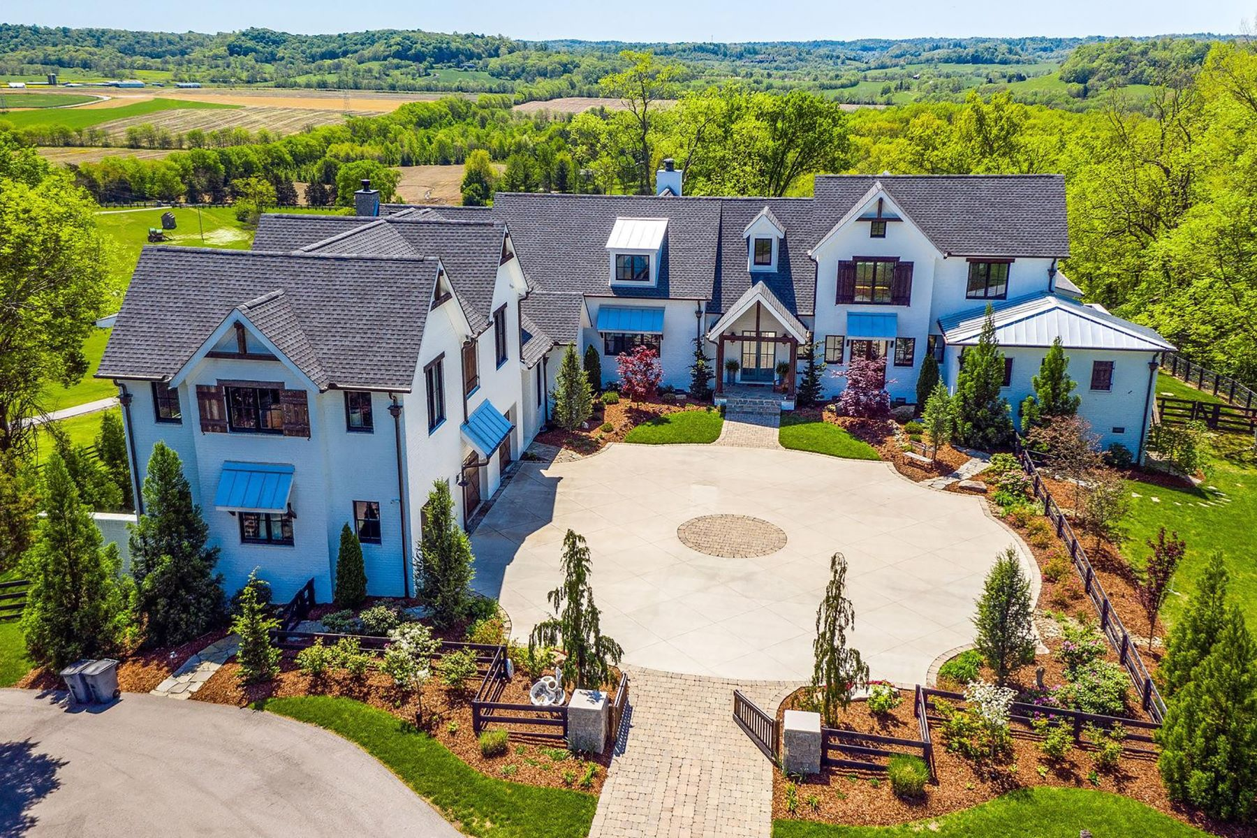 Single Family Homes pour l Vente à Luxury Modern Farmhouse on Over 20 Acres 1888 W Harpeth Road, Franklin, Tennessee 37064 États-Unis