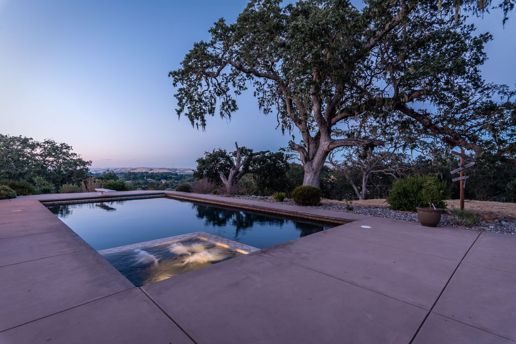 Additional photo for property listing at Exceptional Home Located in the desirable Rancho De Paraiso 6550 San Gabriel Road Atascadero, 캘리포니아 93422 미국