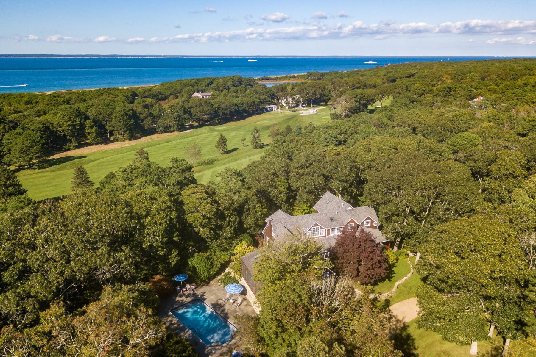 Maison unifamiliale pour l Vente à Private Estate in Mink Meadows 201 Mitchell Road, Vineyard Haven, Massachusetts, 02568 États-Unis