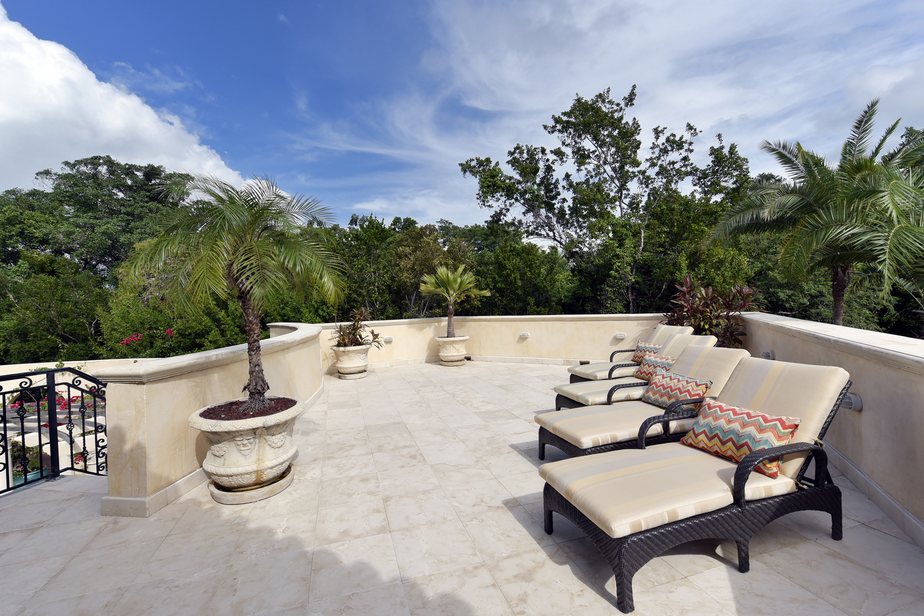 Additional photo for property listing at Expansive Waterfront Home at Ocean Reef 21 South Bridge Lane Key Largo, Florida 33037 Vereinigte Staaten