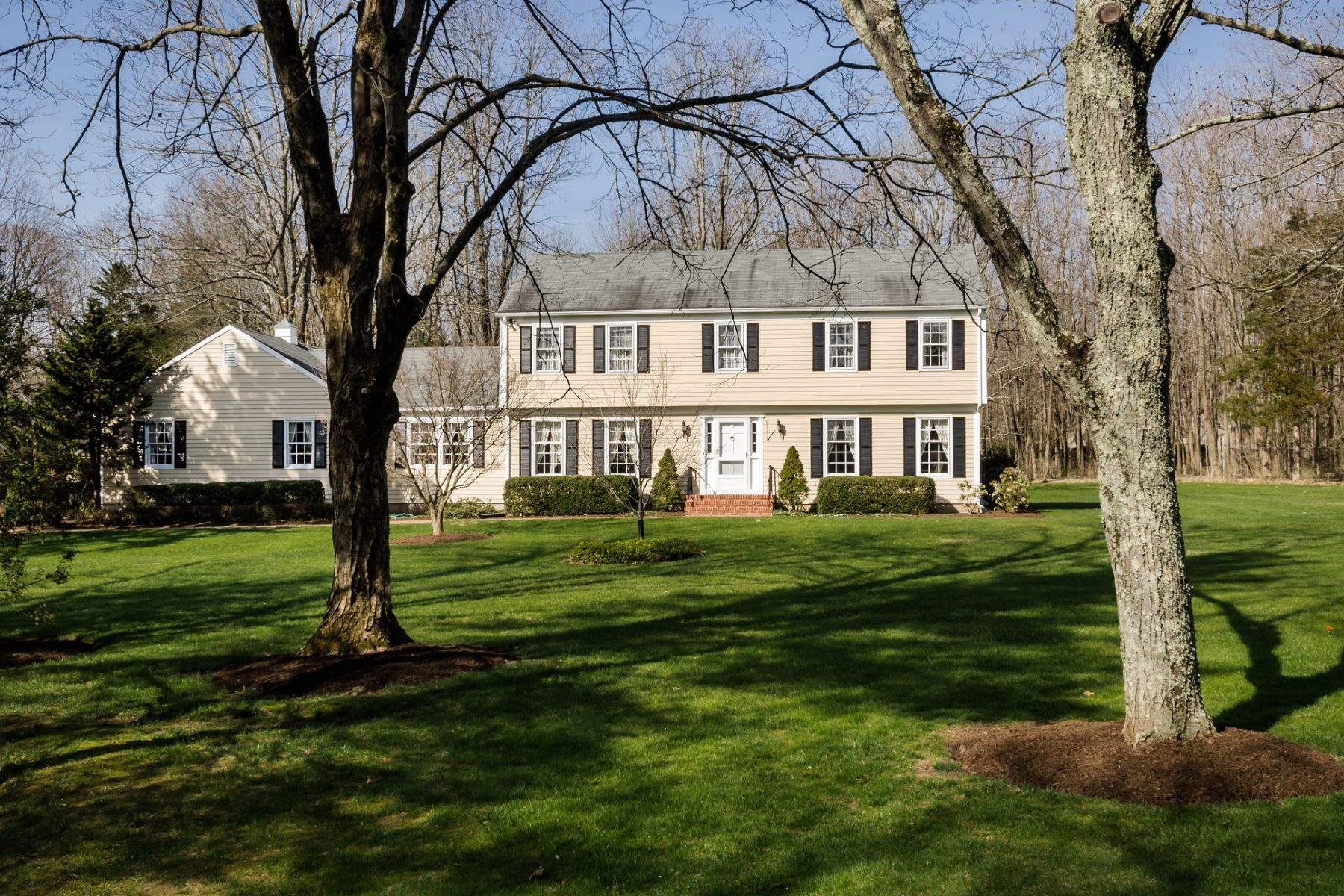 Maison unifamiliale pour l Vente à Superb Neighborhood, Splendid Yard, Solid House 108 Greenway Terrace Princeton, New Jersey, 08540 États-Unis