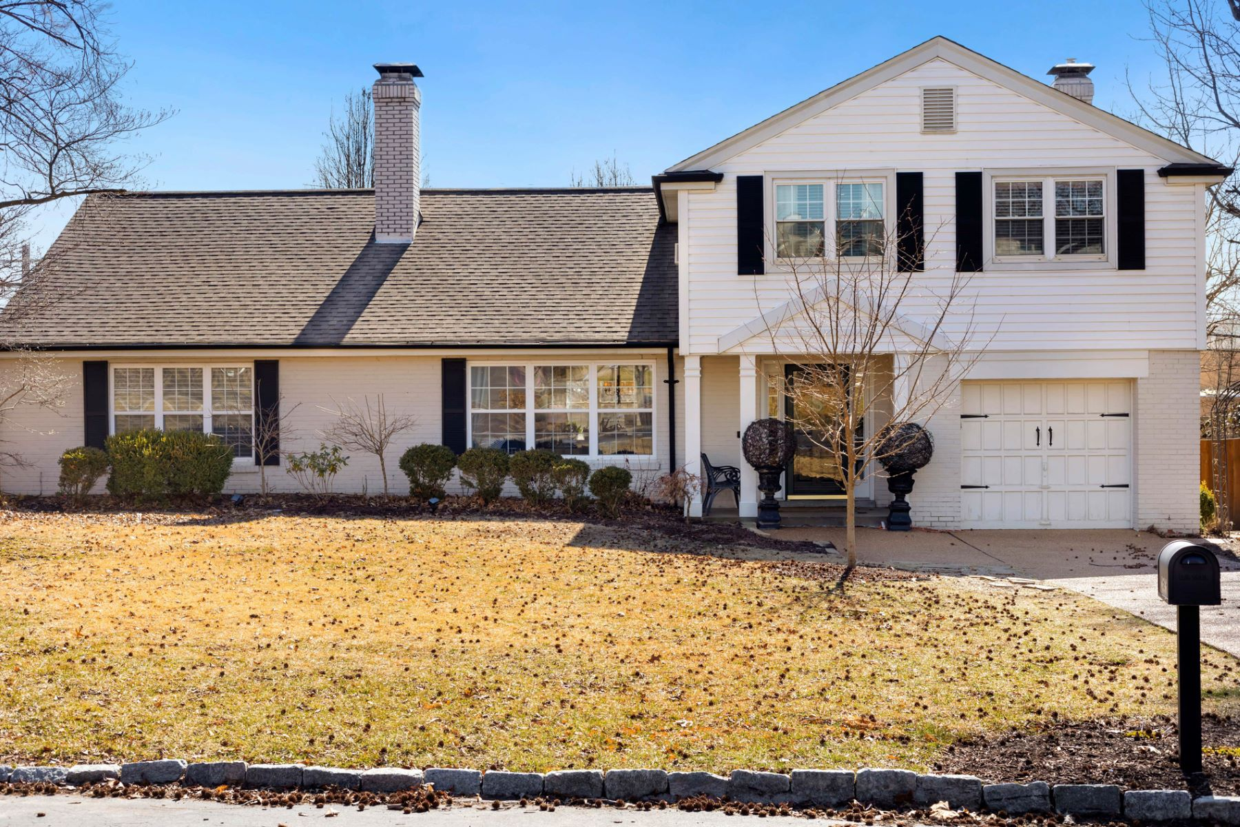 Single Family Home for Sale at 8536 Colonial Lane Ladue, Missouri 63124 United States