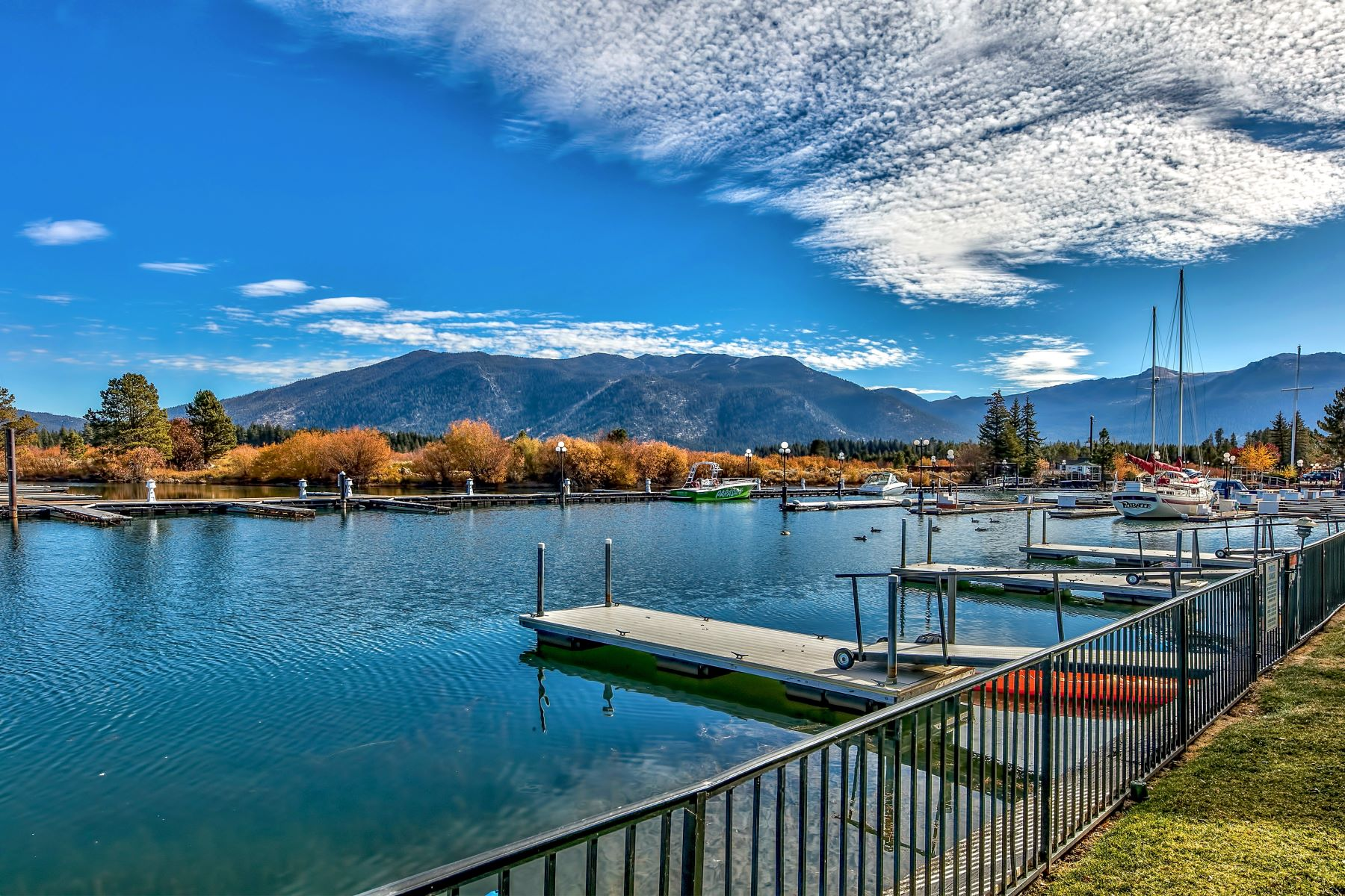 Additional photo for property listing at 439 Ala Wai Blvd #129,South Lake Tahoe, CA  96150 439 Ala Wai Blvd. #129 South Lake Tahoe, California 96150 United States