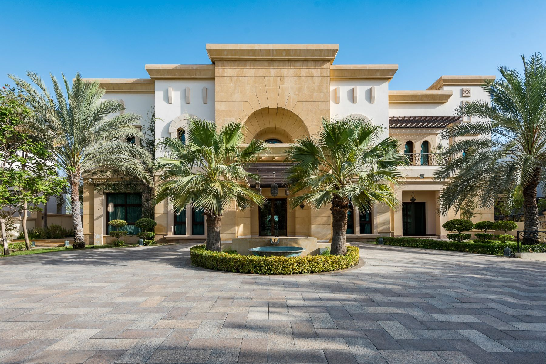 Single Family Homes for Sale at Full Golf Course View Emirates Hills Family Villa Emirates Hills, Dubai, Dubai United Arab Emirates