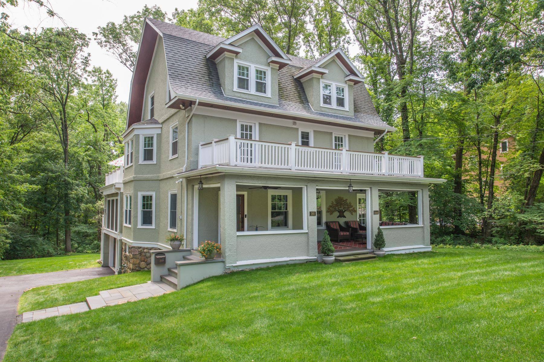 Single Family Homes for Sale at Great Opportunity 280 Morris Avenue Mountain Lakes, New Jersey 07046 United States