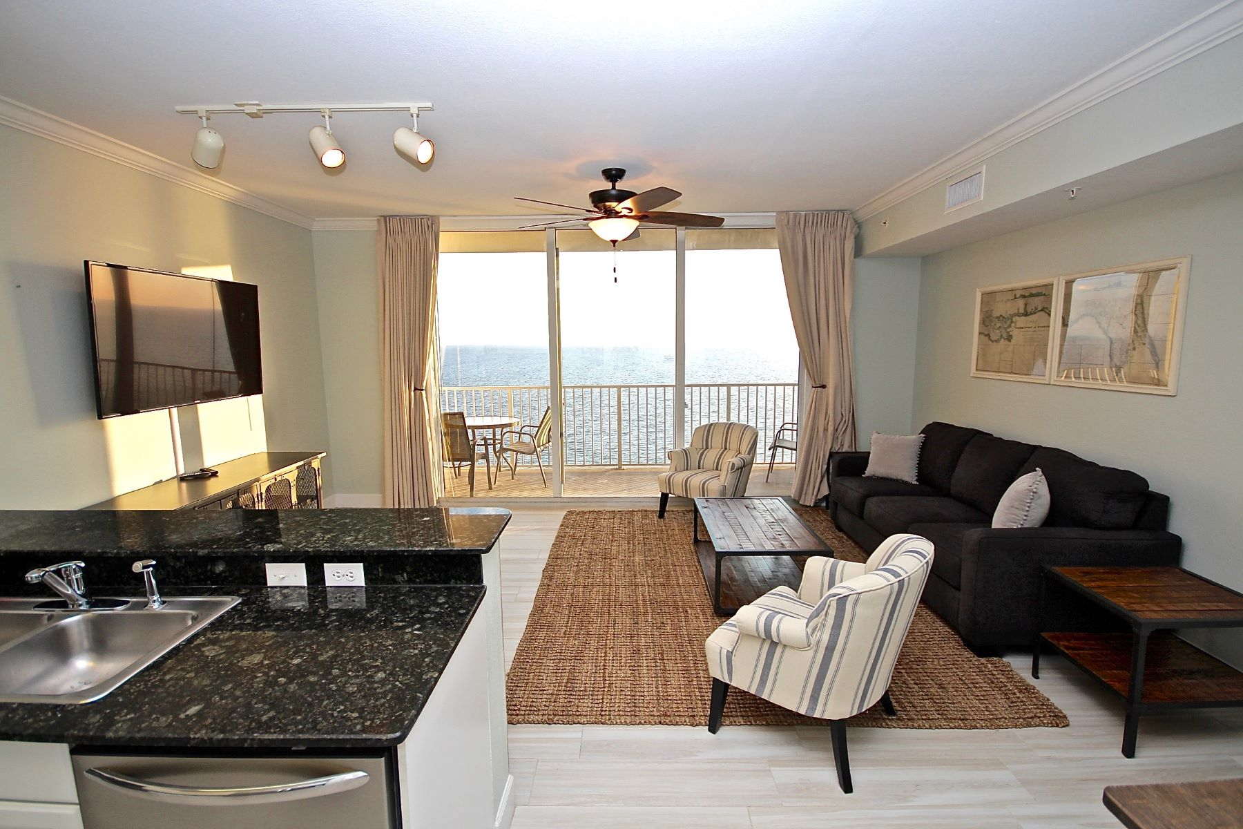 コンドミニアム のために 売買 アット IMMACULATE GULF FRONT CONDO RECENTLY REMODELED AND REFURNISHED 16819 Front Beach Road 2513 Panama City Beach, フロリダ, 32413 アメリカ合衆国