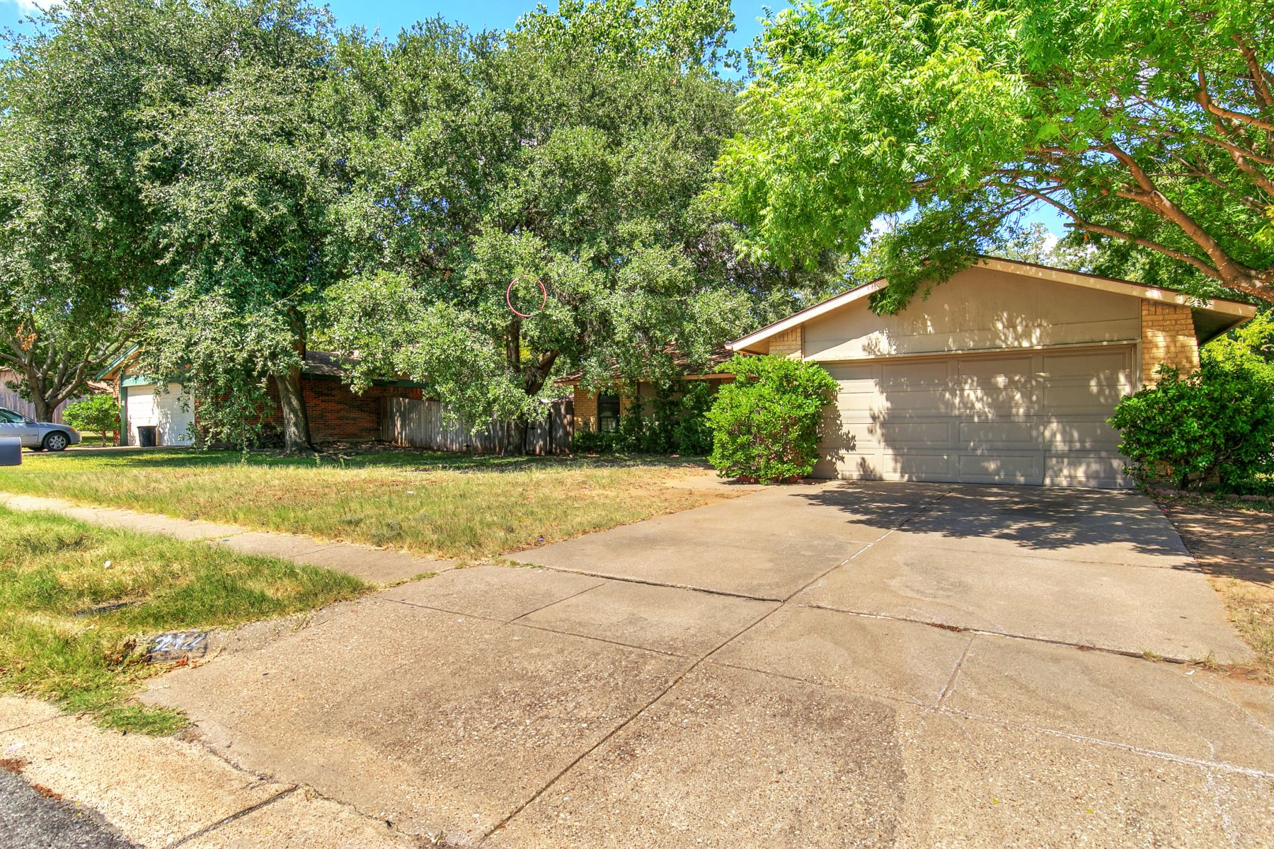 Single Family Homes for Sale at 212 Roundtree Drive Euless, Texas 76039 United States