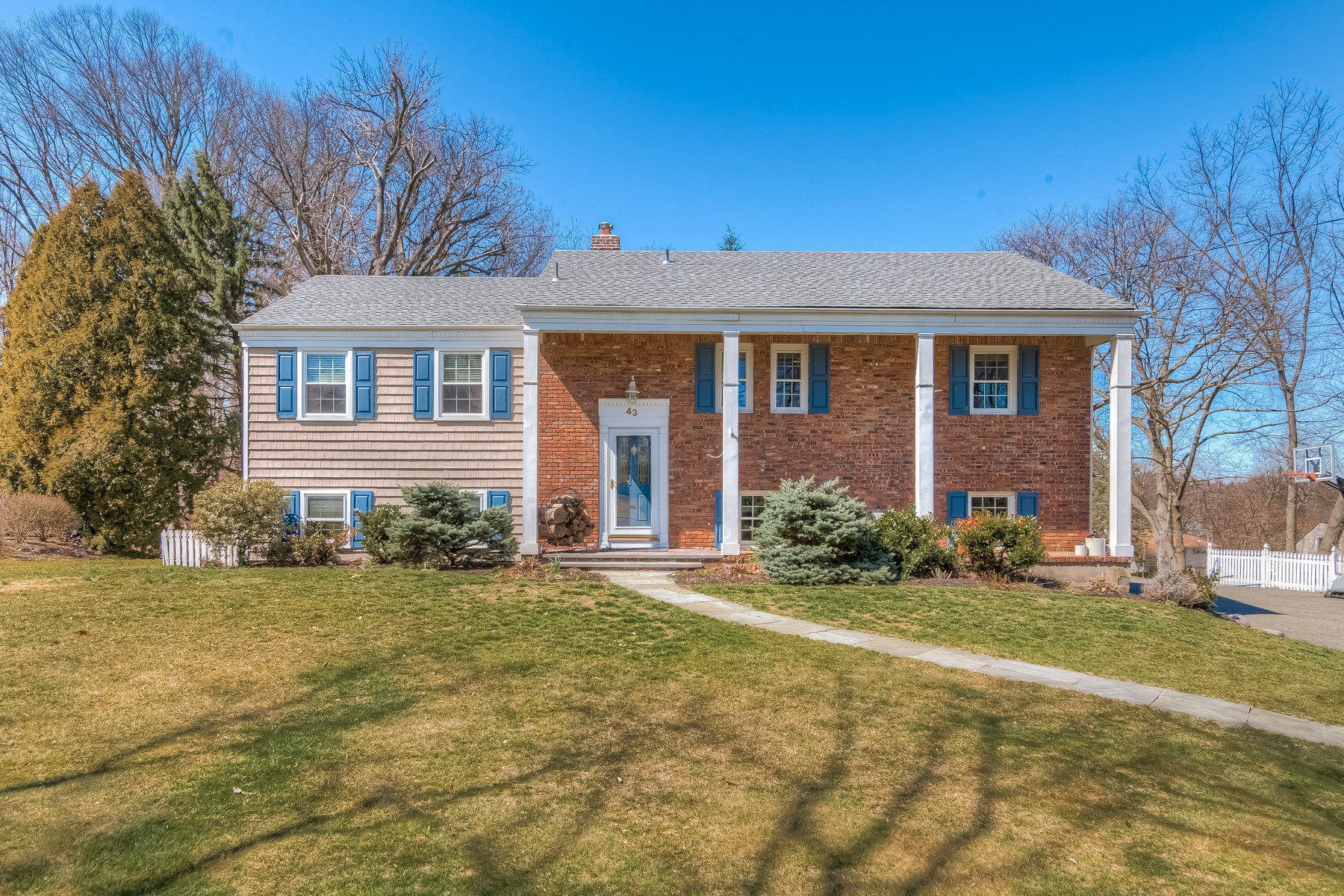 Single Family Home for Sale at Bright & Airy 43 Chimney Ridge Drive Morris Township, New Jersey 07960 United States