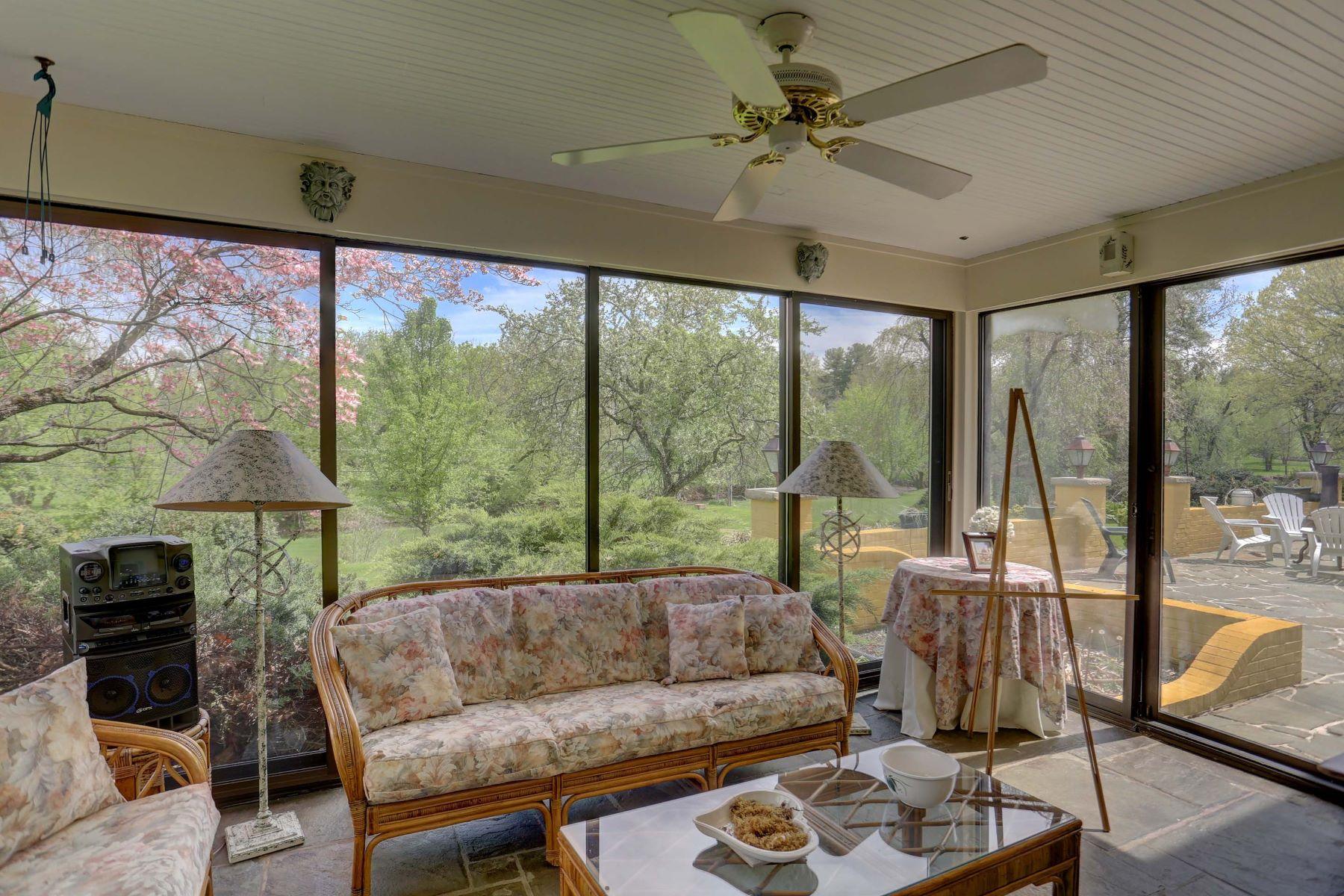 Additional photo for property listing at 663 Oakwood Lane  Lancaster, Pennsylvania 17603 United States