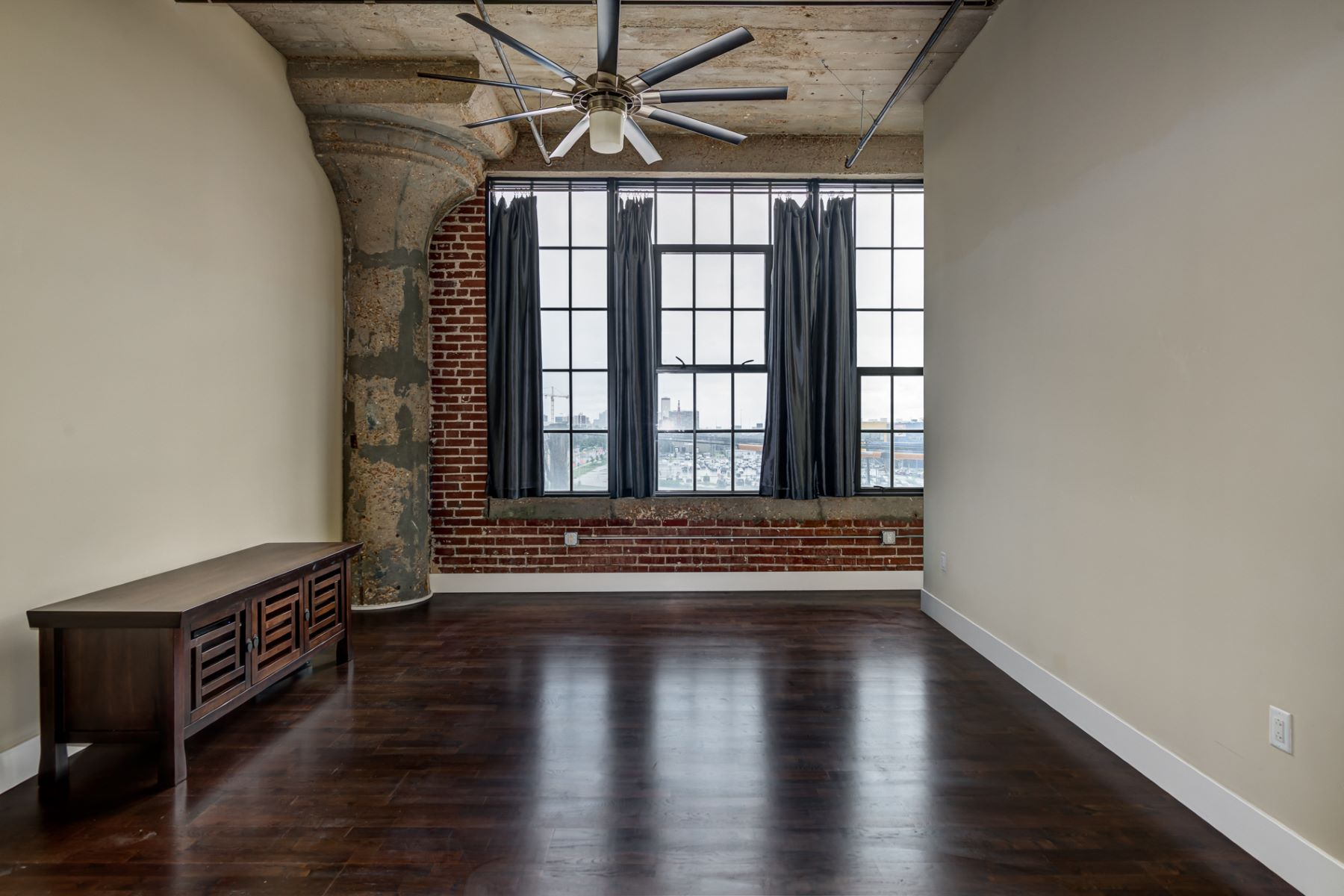 Additional photo for property listing at West End Lofts 4100 Forest Park Avenue Unit 313 St. Louis, Missouri 63108 United States