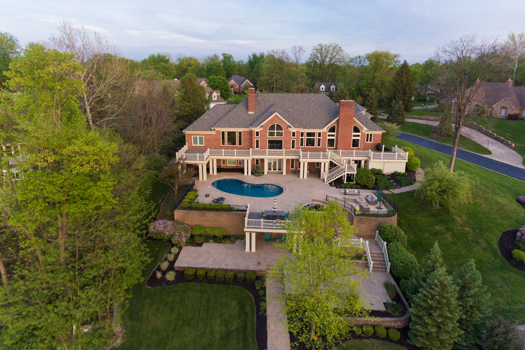 Villa per Vendita alle ore Breathtaking Waterfront Home 9018 Diamond Pointe Drive Indianapolis, Indiana, 46236 Stati Uniti