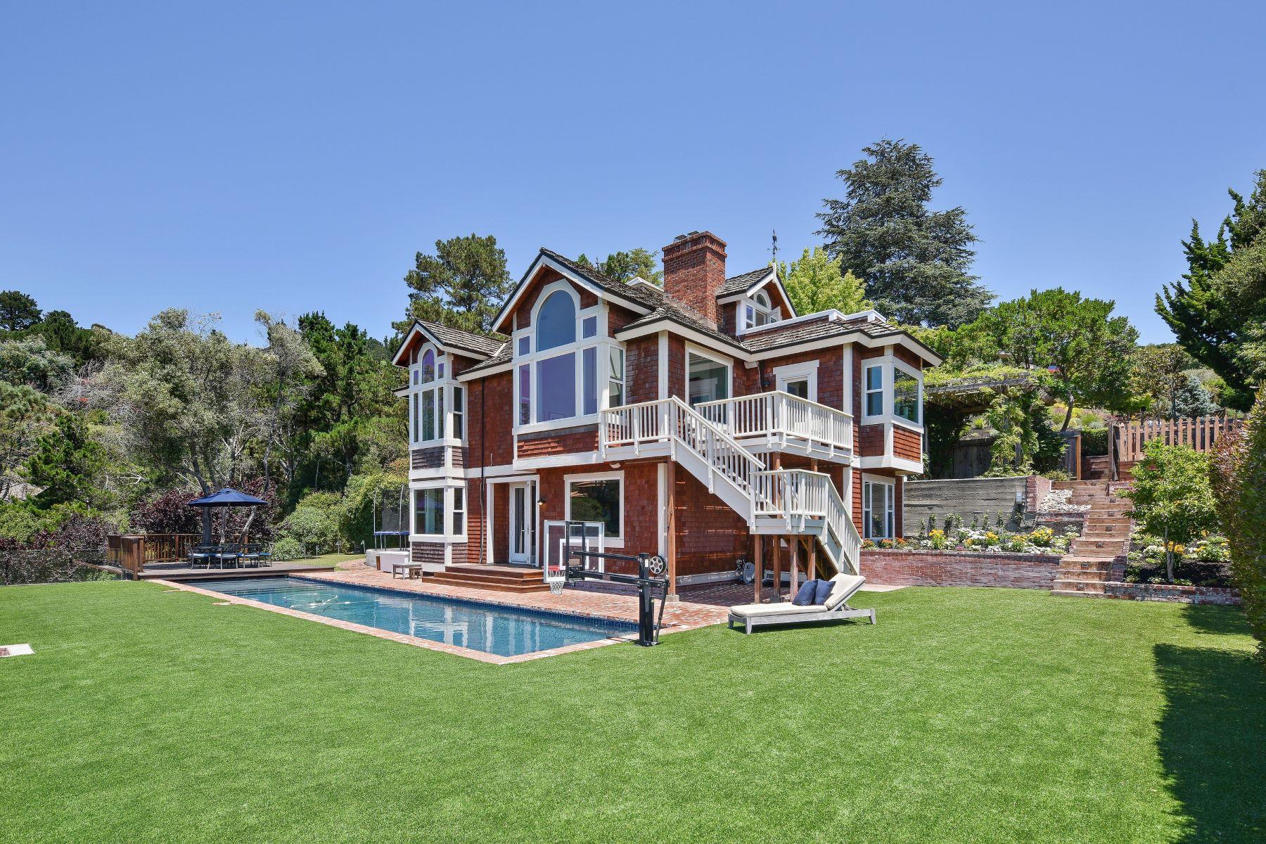 Casa Unifamiliar por un Venta en Unique Family Home With Magnificent Views! 42 Meadow Hill Drive Tiburon, California, 94920 Estados Unidos