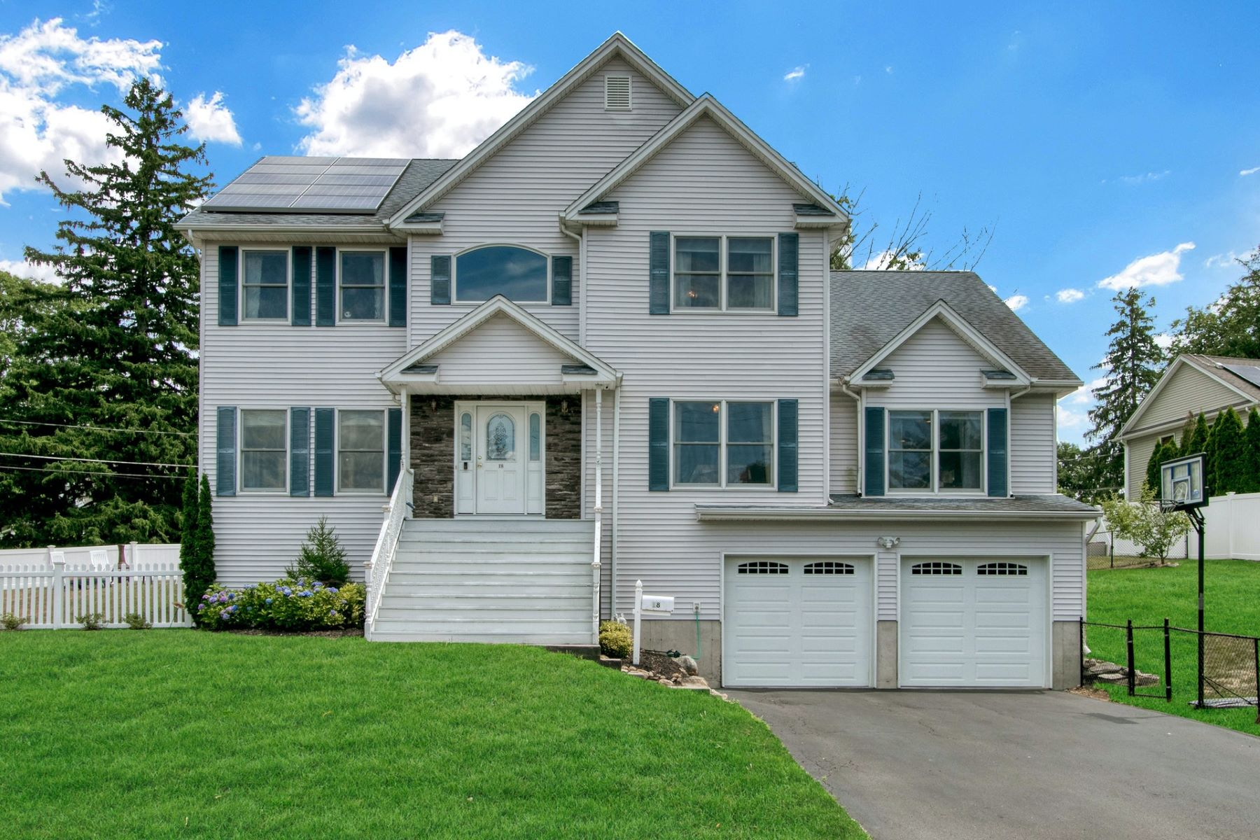Single Family Homes for Sale at Custom Built Colonial 18 Hillcrest Road Suffern, New York 10901 United States