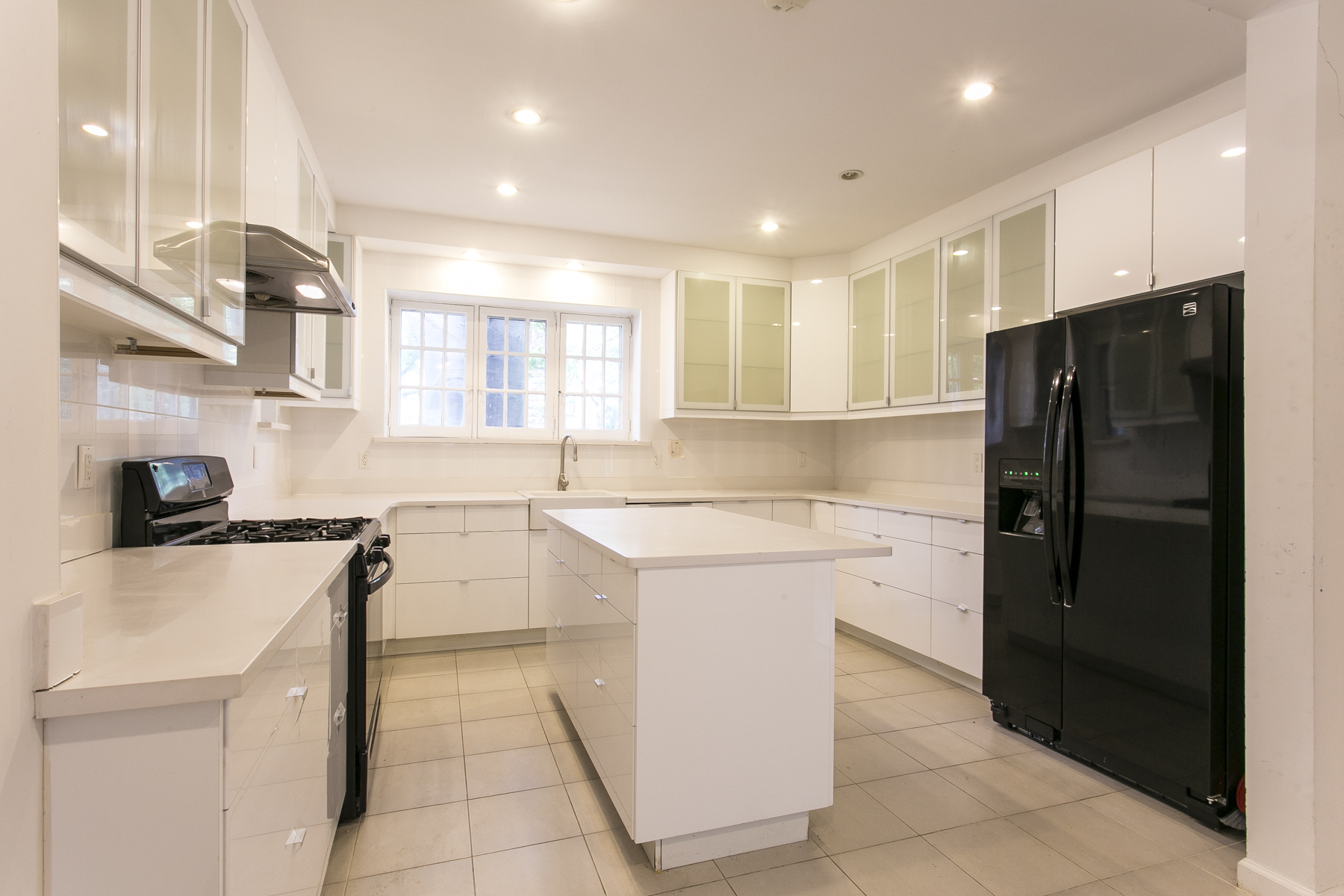 "Additional photo for property listing at ""CORNER SETTING ON EMBASSY ROW"" 115 Greenway North, 森林山, 纽约州 11375 美国"