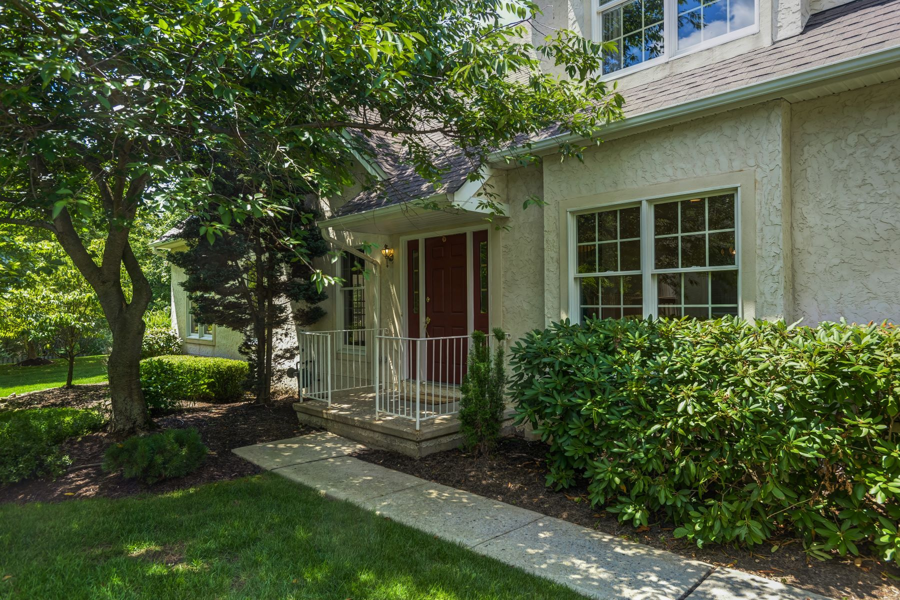 Townhouse for Sale at Spacious End Unit Townhouse 19 Georgetown Court, Basking Ridge, New Jersey 07920 United States