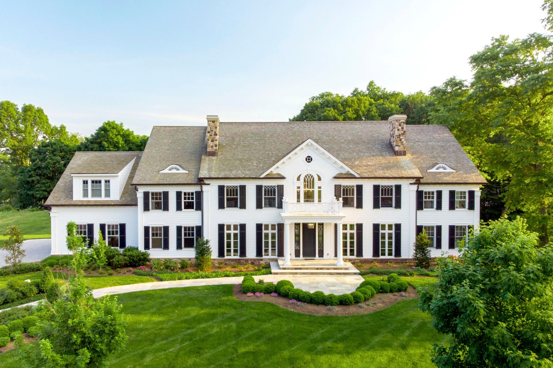 Maison unifamiliale pour l Vente à Showcase Home 5 Mill Brook Lane Franklin Lakes, New Jersey 07417 États-Unis