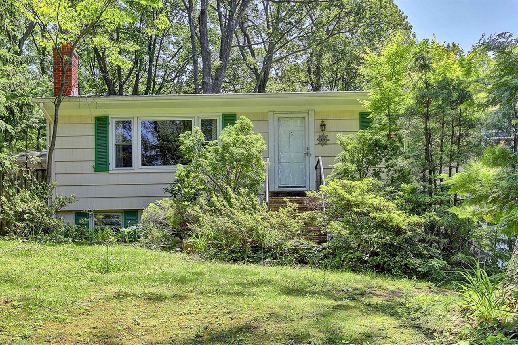 Single Family Homes pour l Vente à Atlantic Highlands, New Jersey 07716 États-Unis